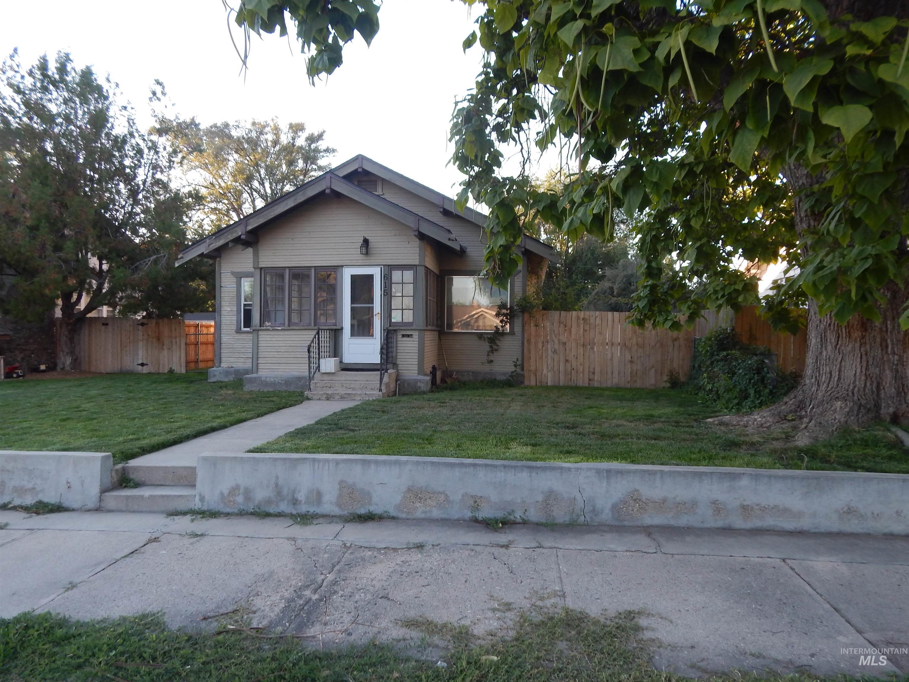 615 7th S. Property Photo