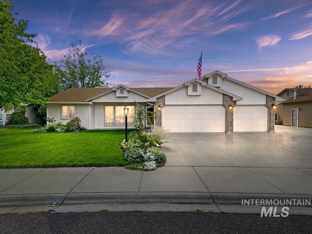 215 W Chrisfield Dr Property Photo