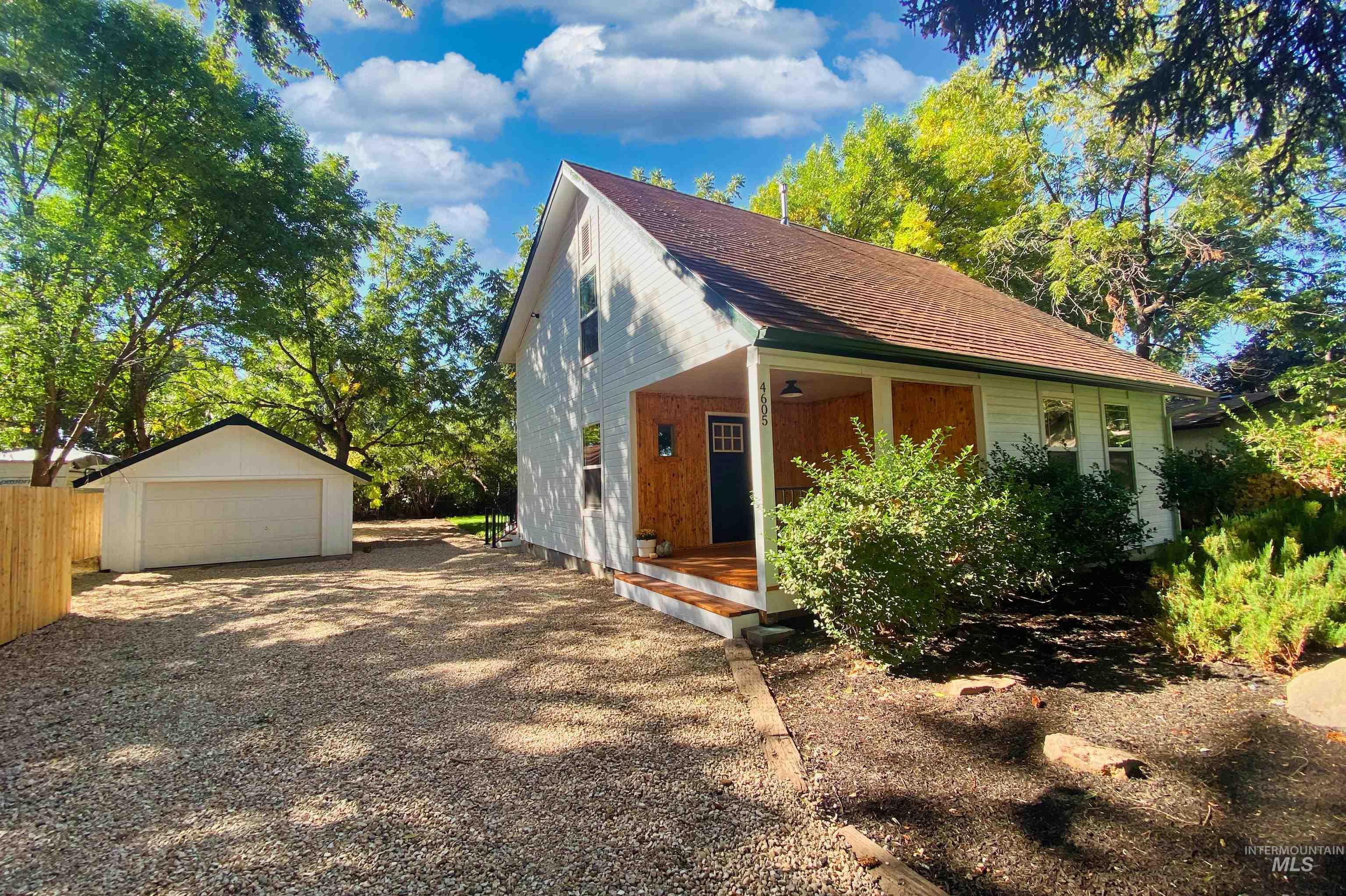 4605 W Alamosa Property Photo