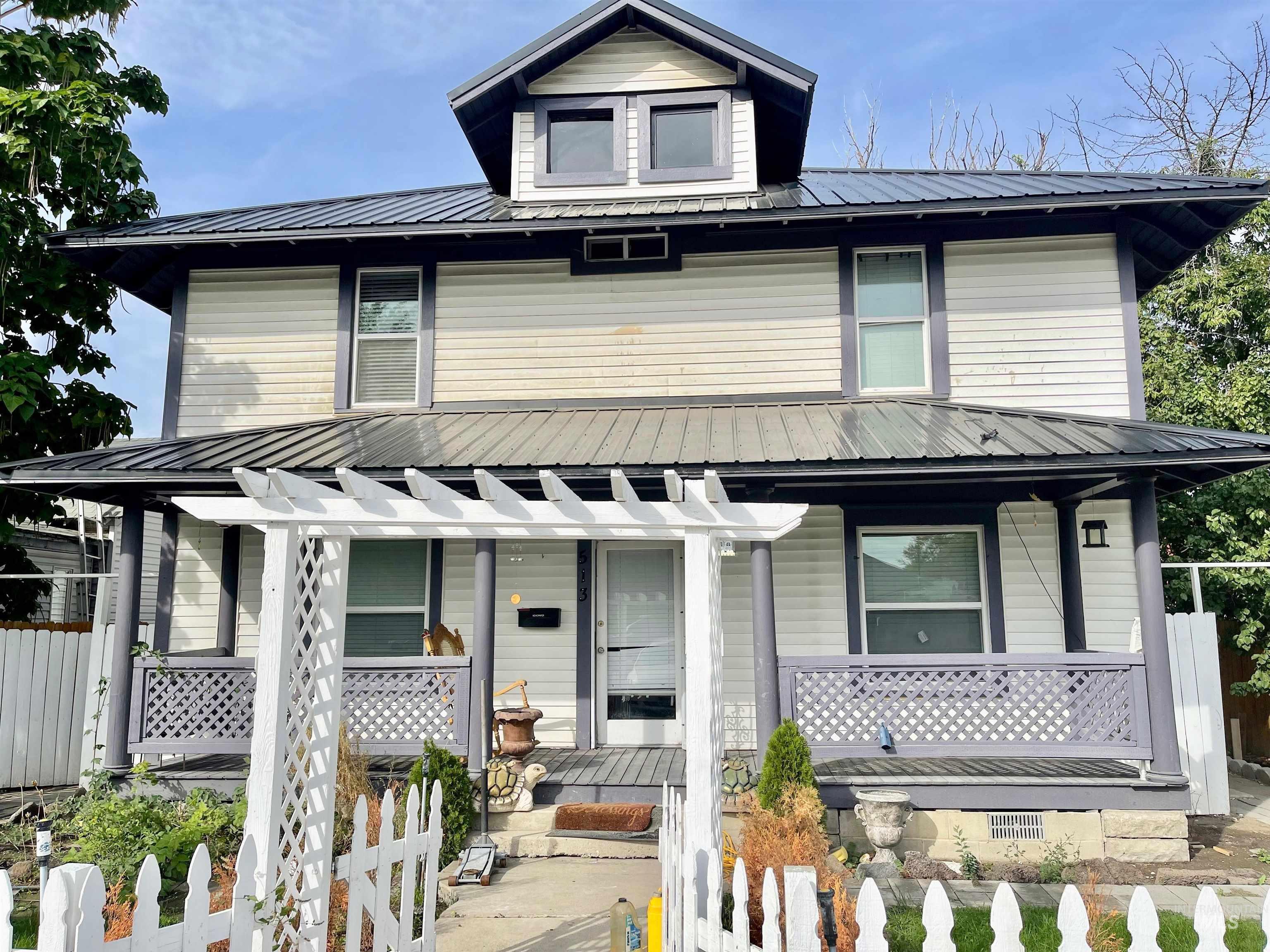 513 Montana Street Property Photo