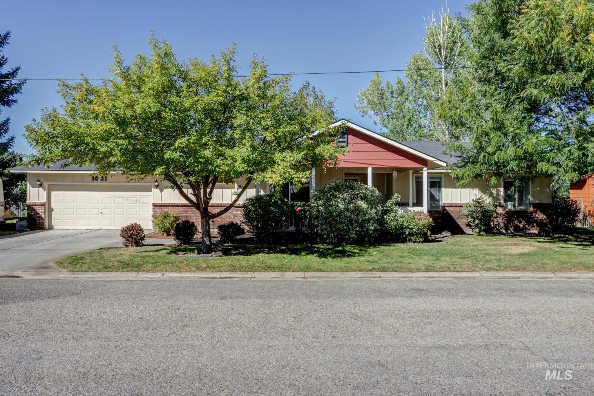 1021 Lilac Lane Property Photo