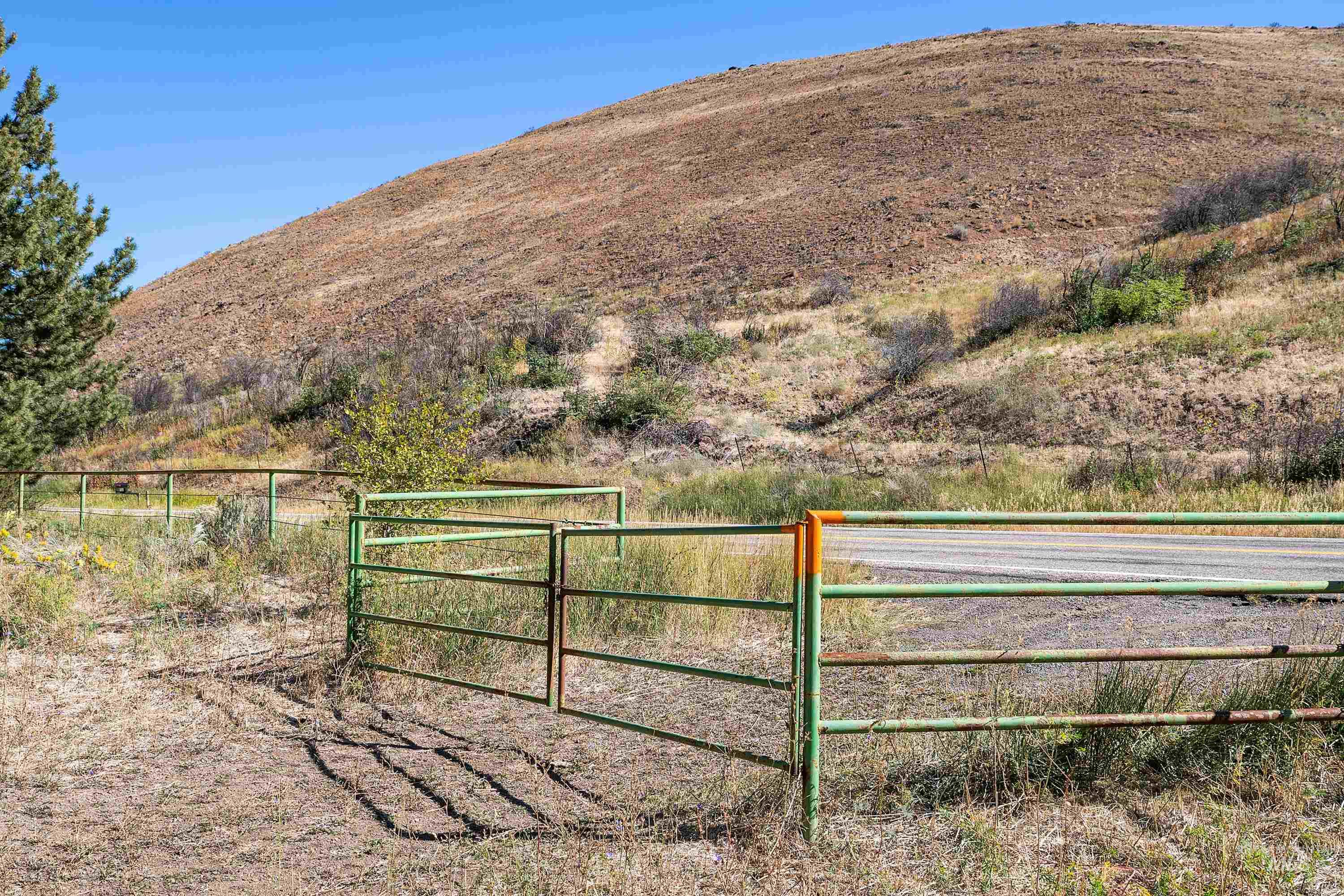 3068 Hwy 71 And Land Property Photo 14
