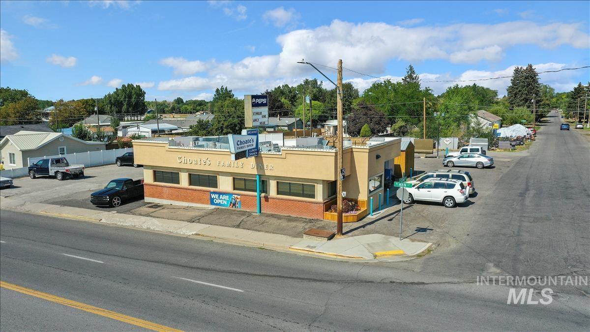 400 W Main St. Property Photo