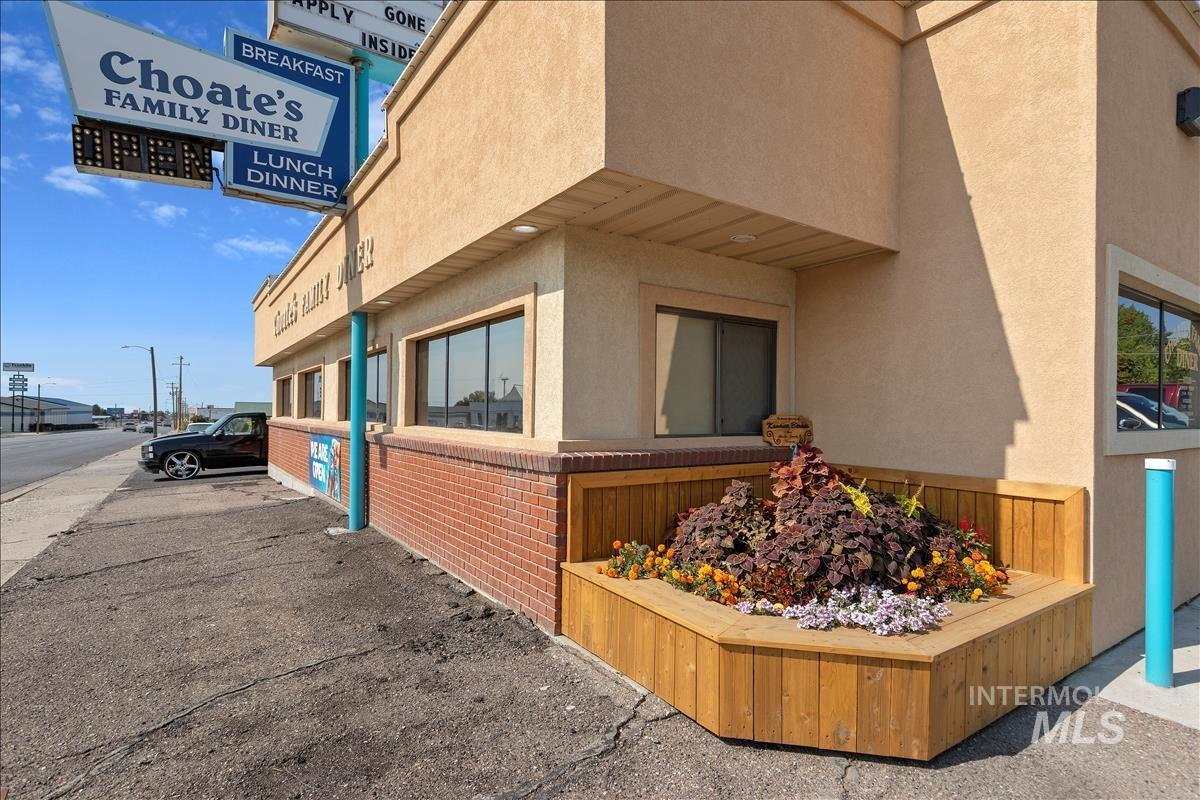 400 W Main St. Property Photo 2