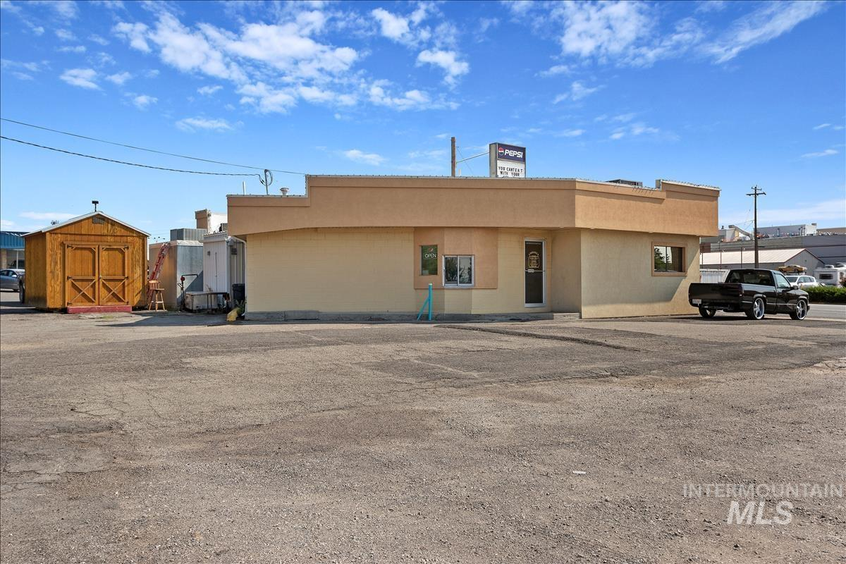 400 W Main St. Property Photo 33