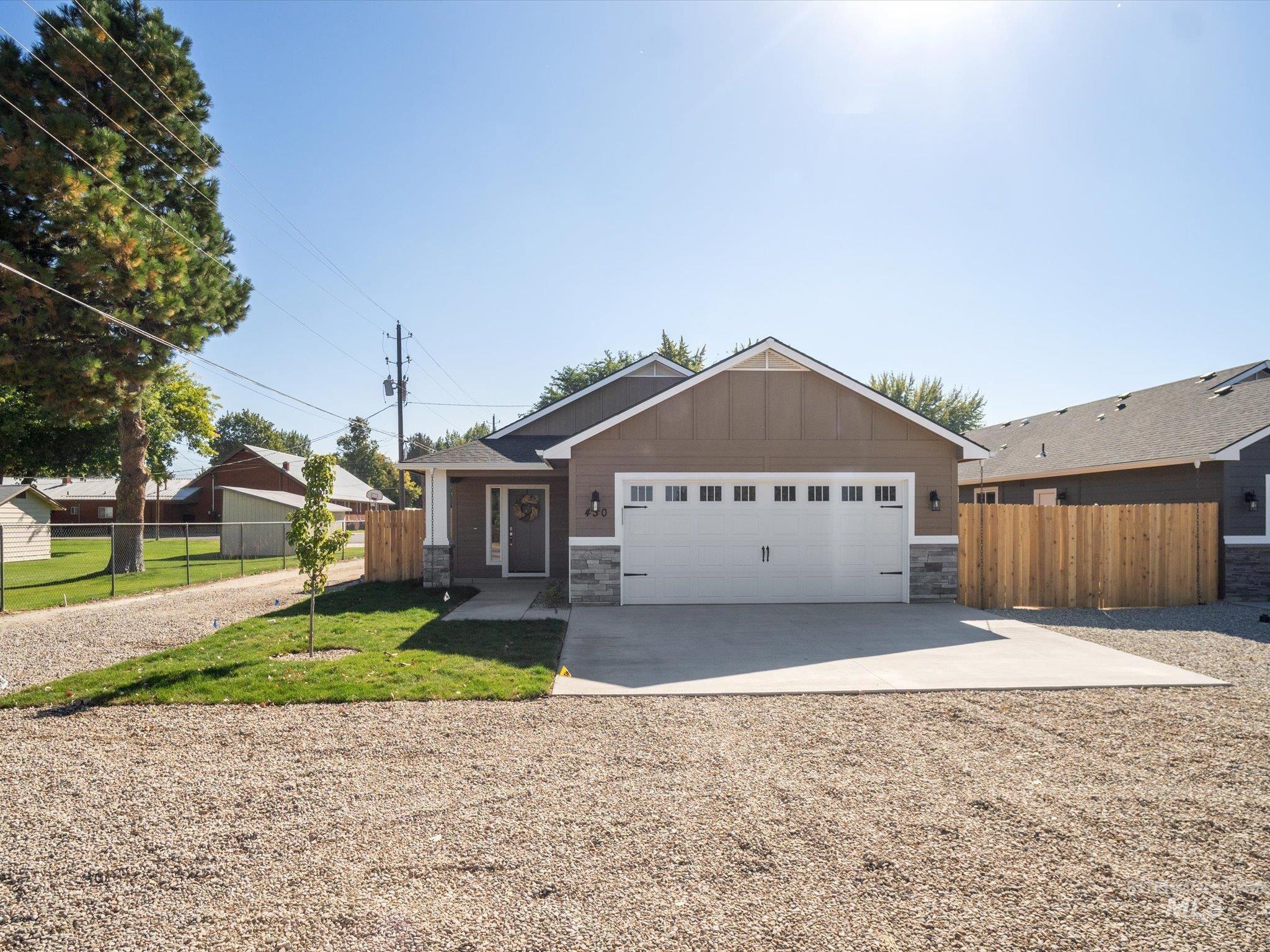 83656 Real Estate Listings Main Image