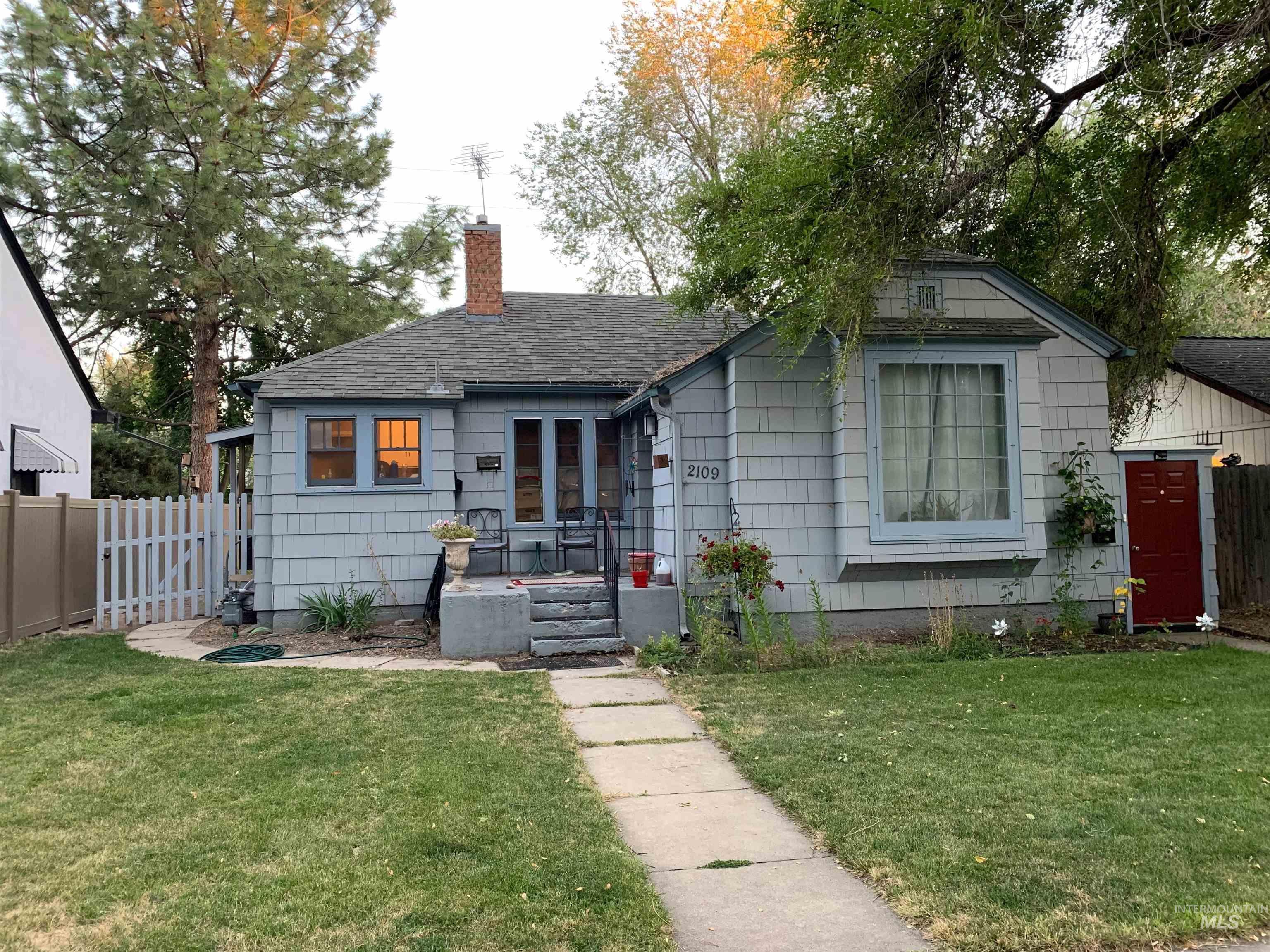 2109 W Jefferson St Property Photo