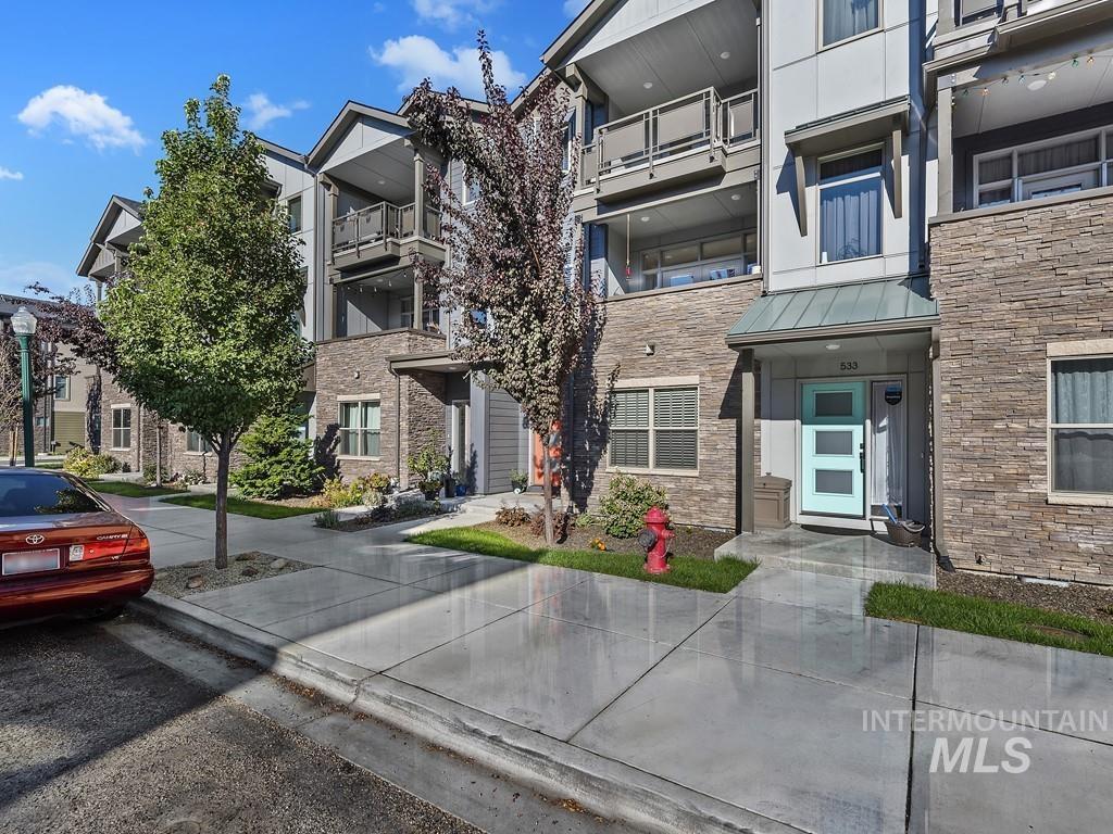 525 E Trackstand Lane Property Photo