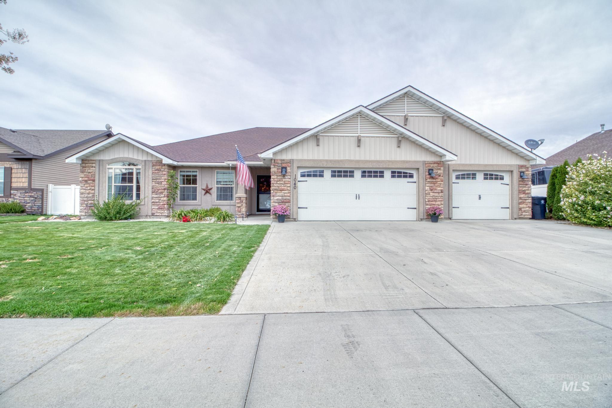1040 Kelly Avenue Property Photo 1
