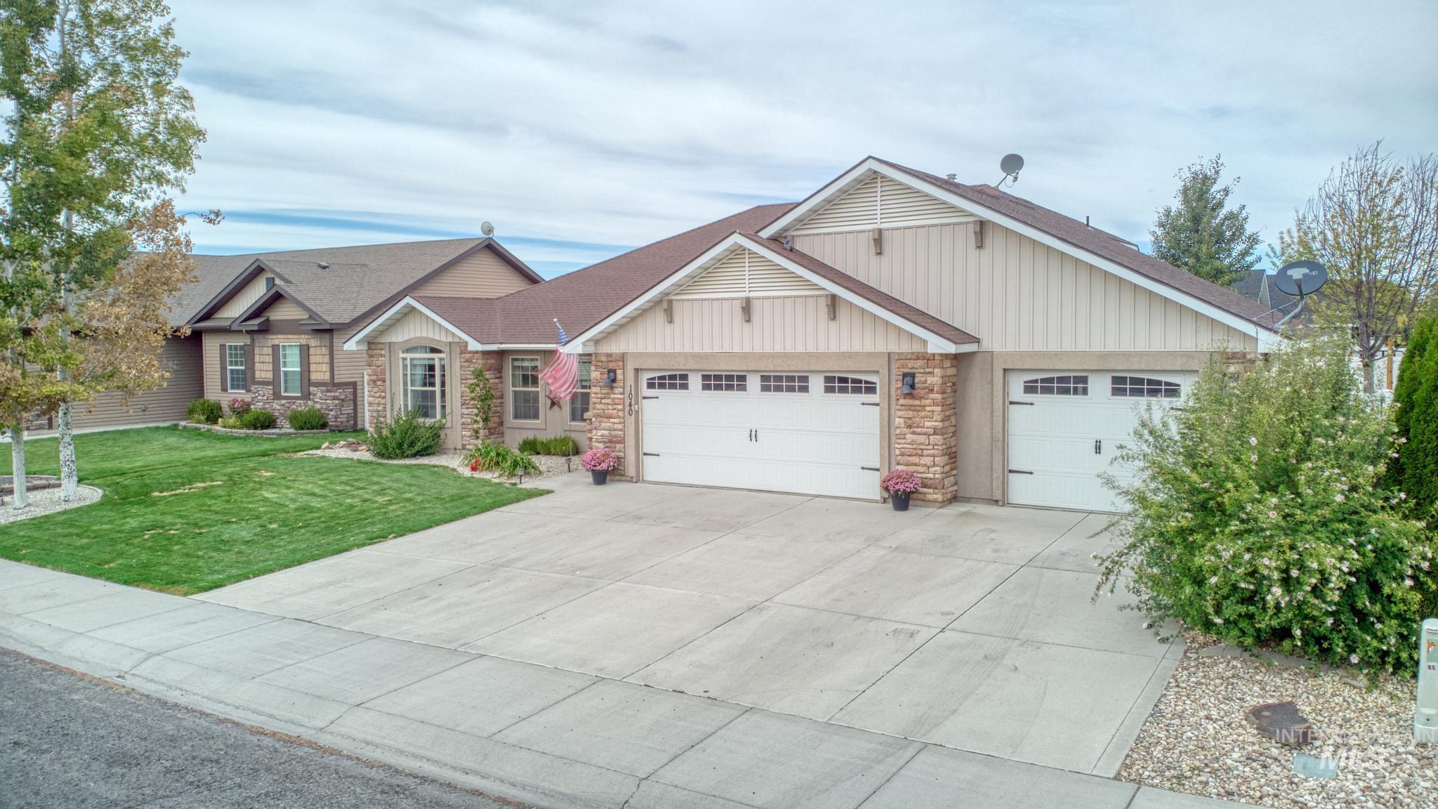 1040 Kelly Avenue Property Photo 2