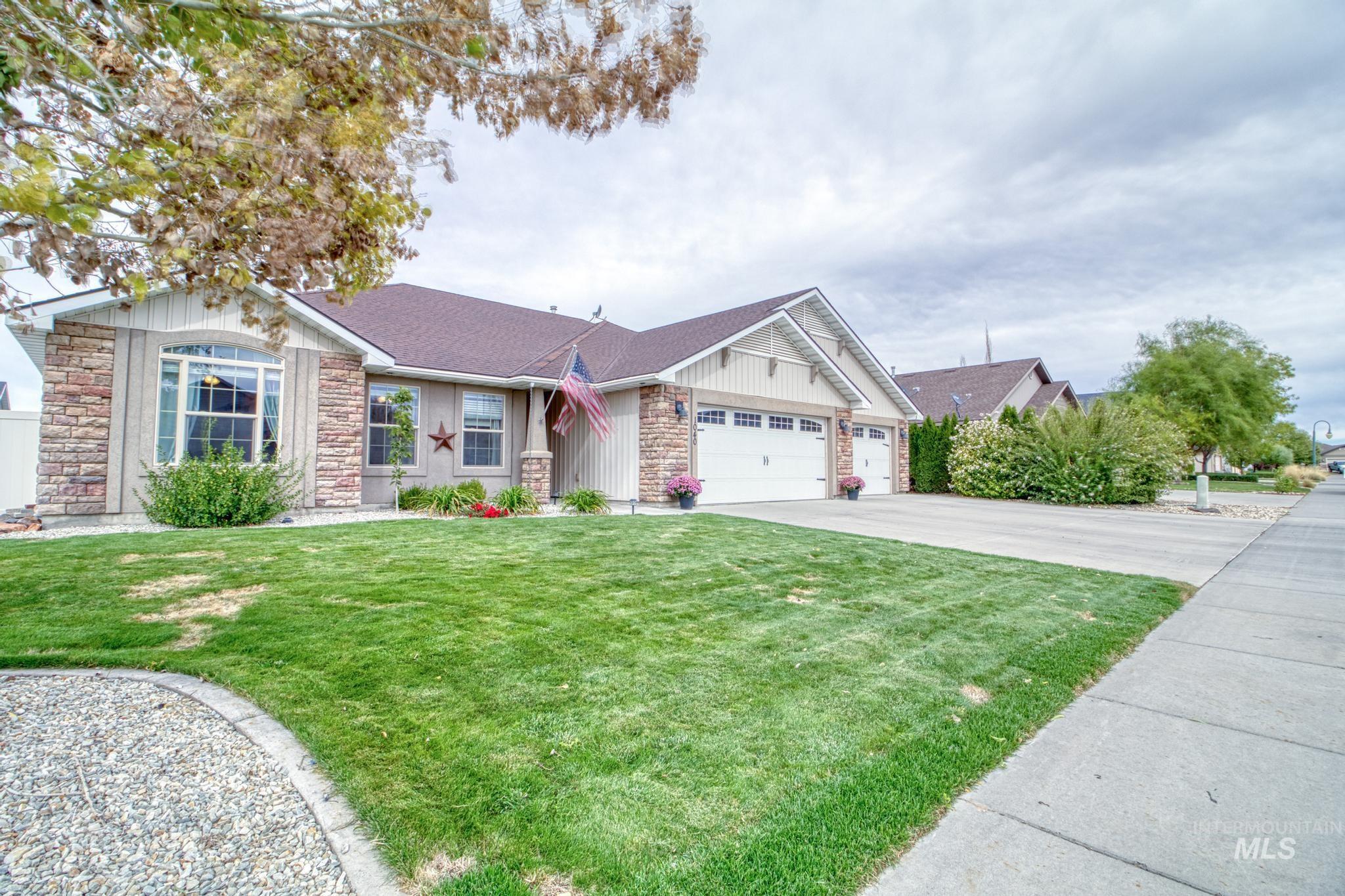 1040 Kelly Avenue Property Photo 3
