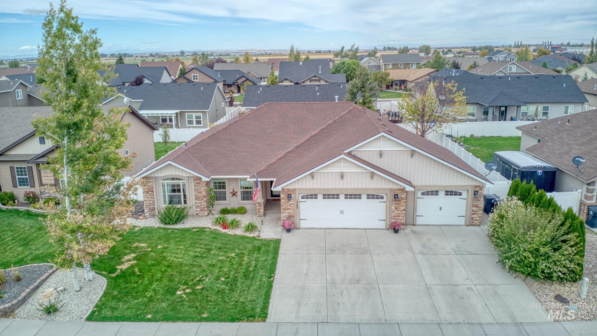 1040 Kelly Avenue Property Photo 4