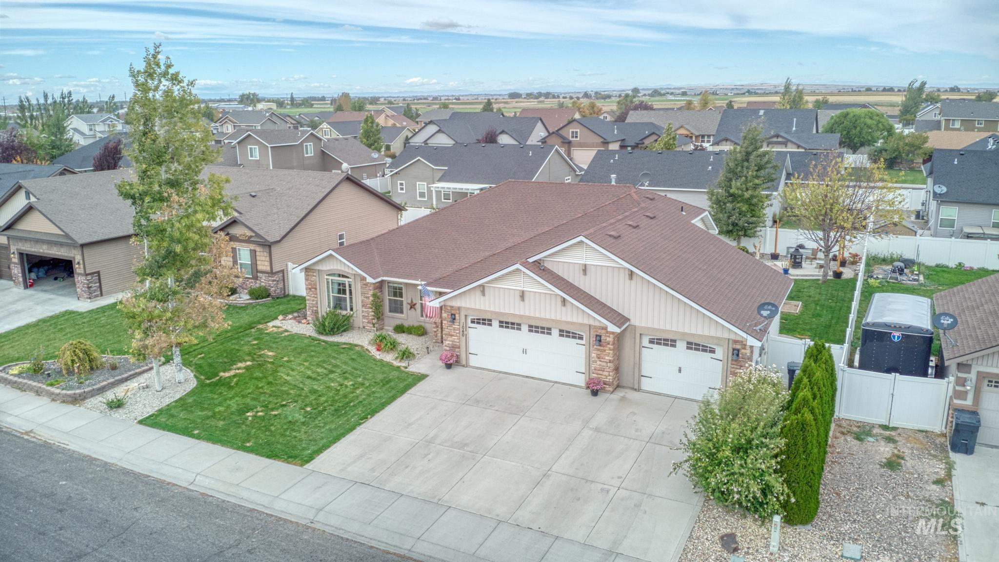 1040 Kelly Avenue Property Photo 5