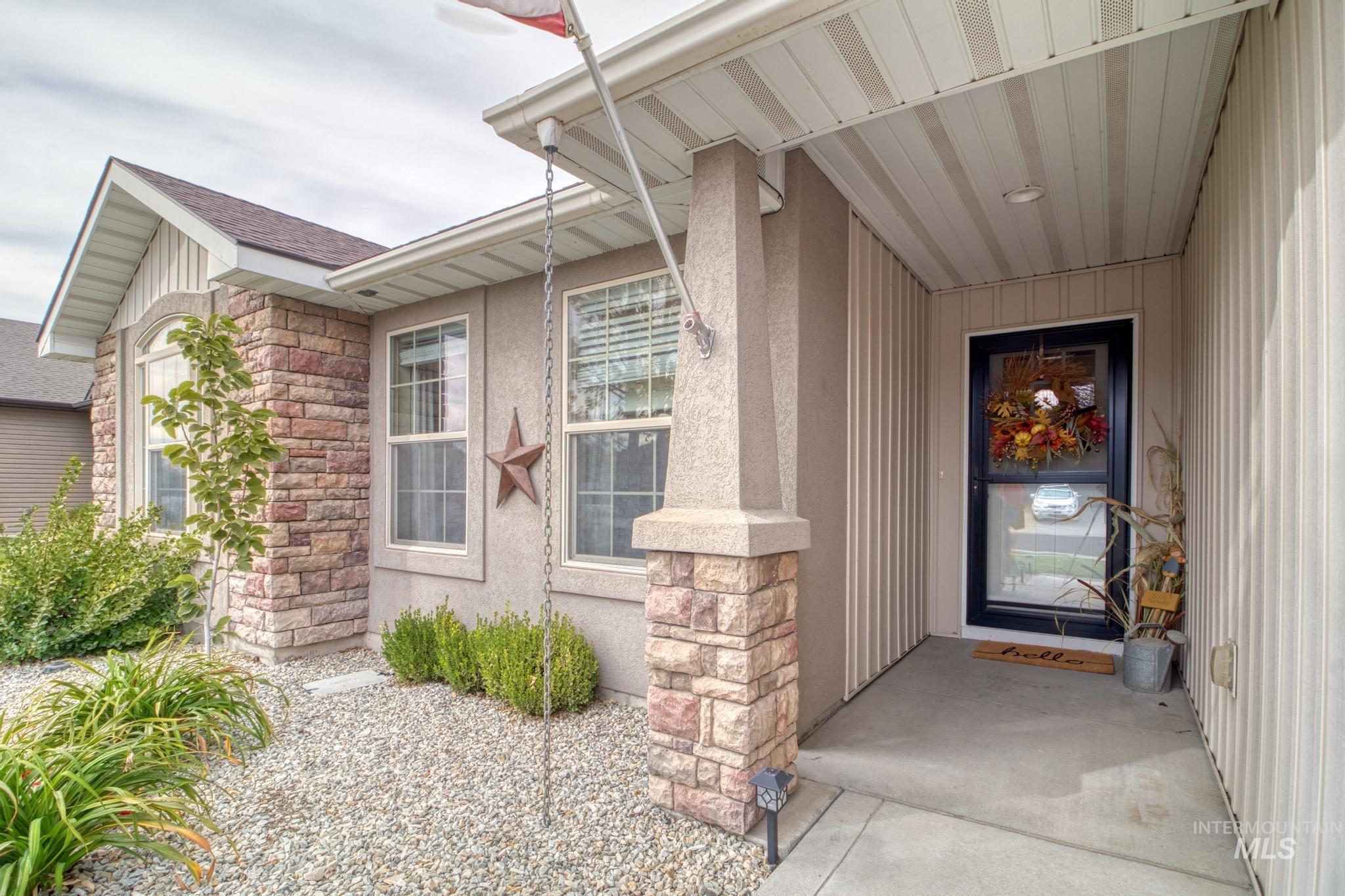 1040 Kelly Avenue Property Photo 8