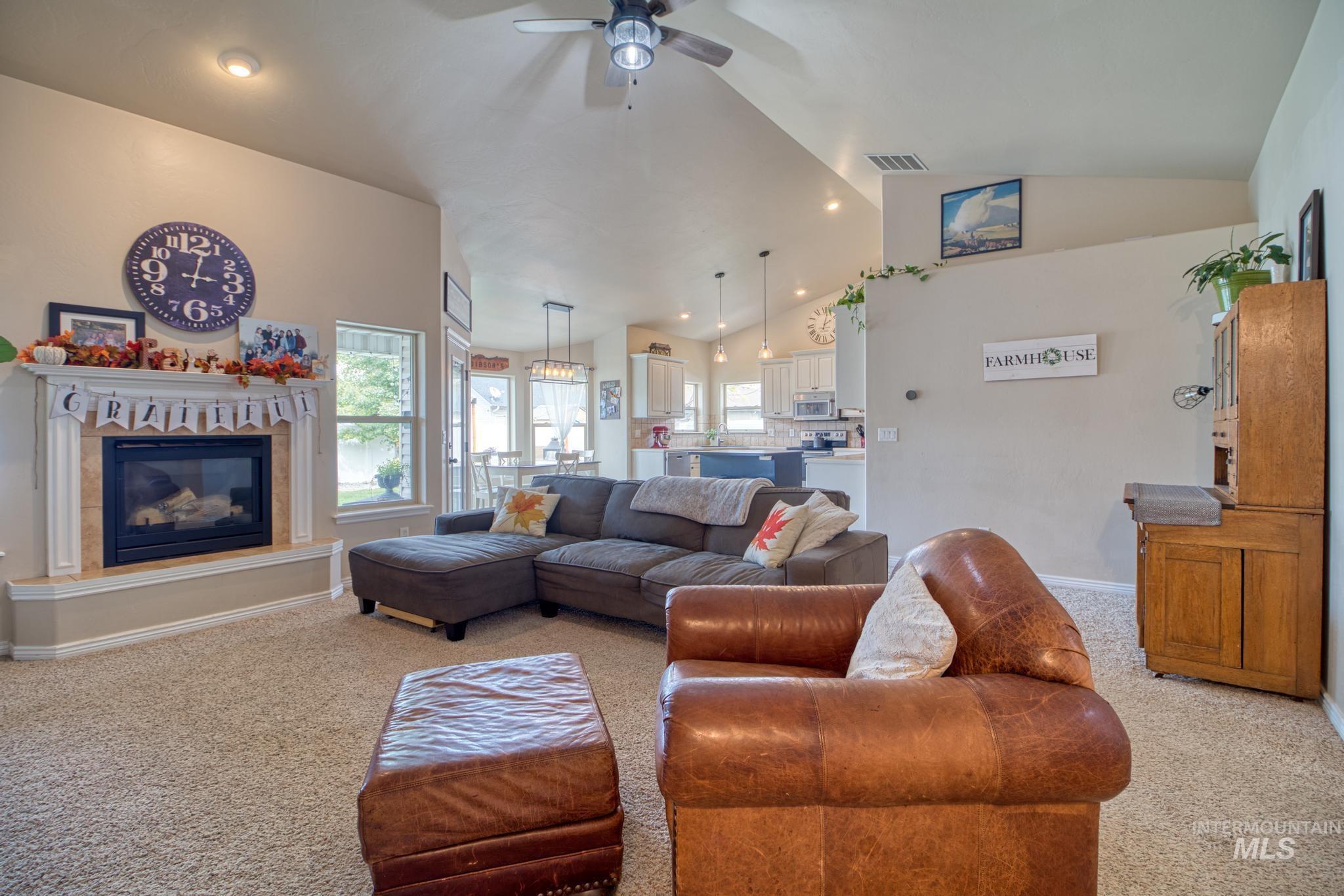 1040 Kelly Avenue Property Photo 9