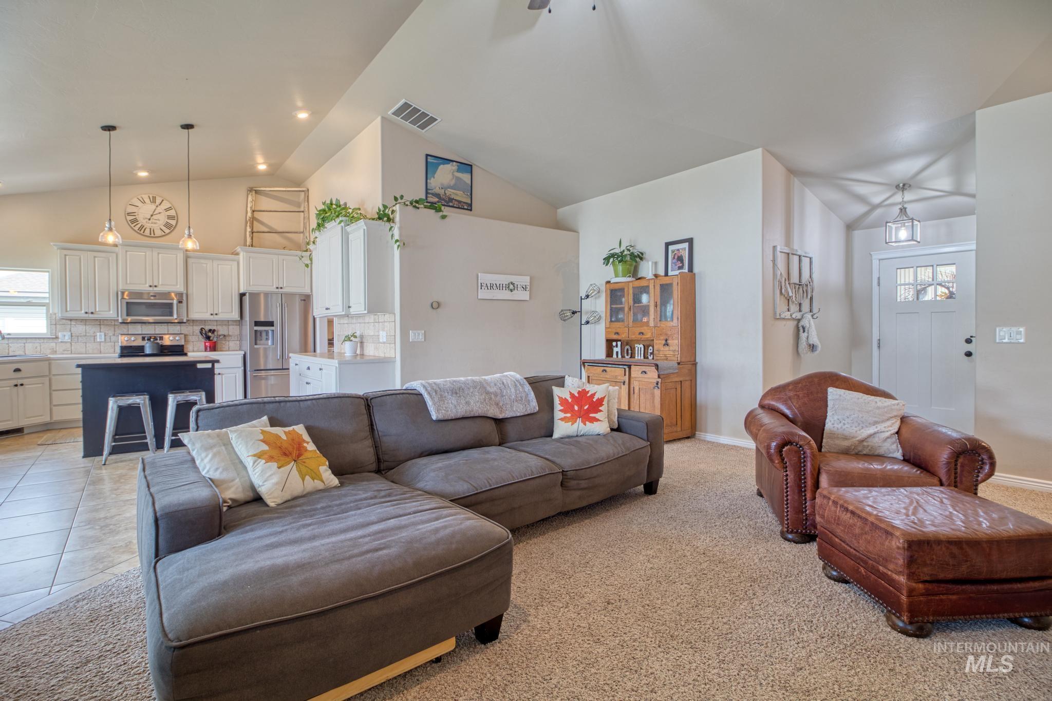 1040 Kelly Avenue Property Photo 10