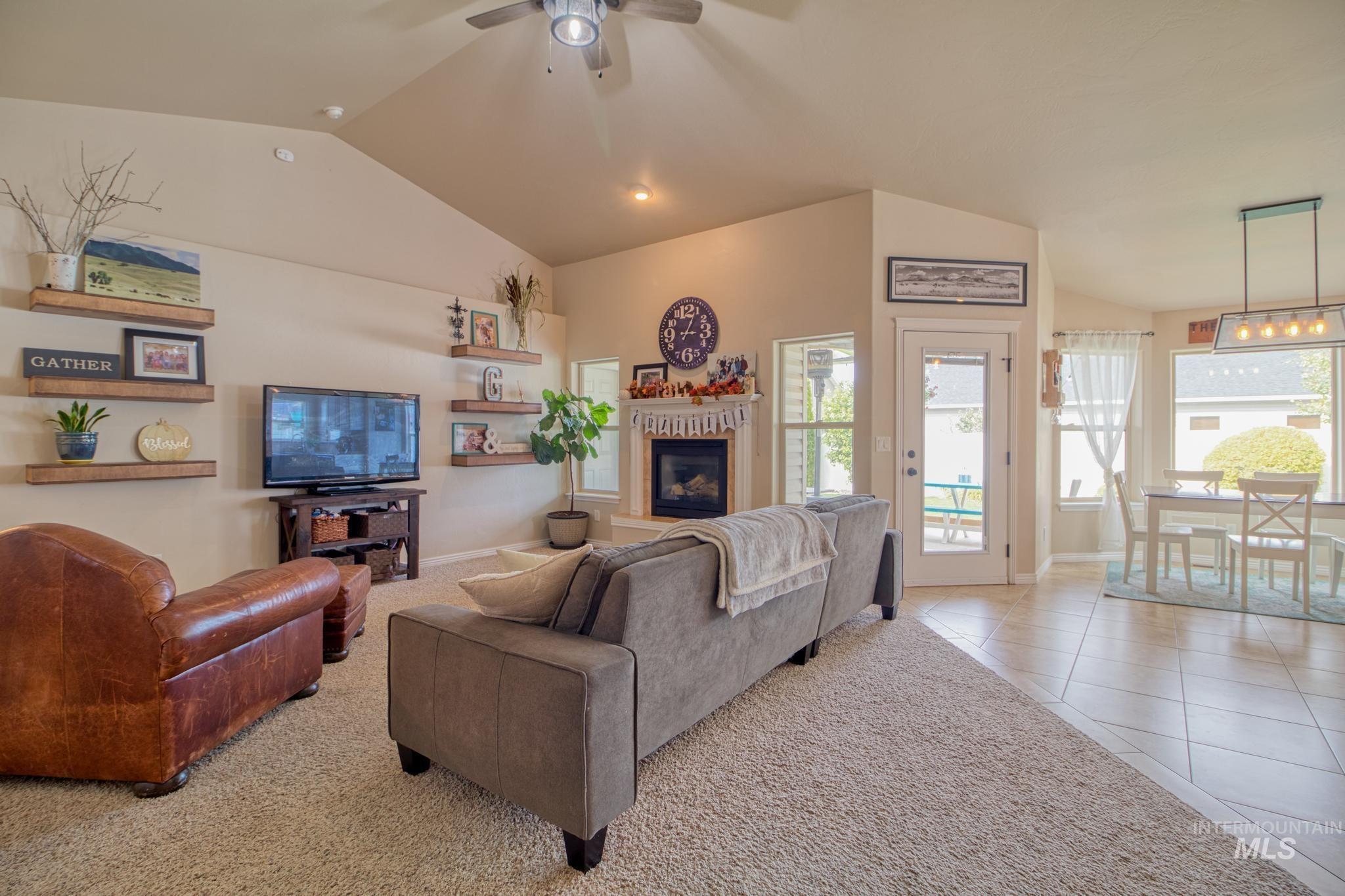 1040 Kelly Avenue Property Photo 12