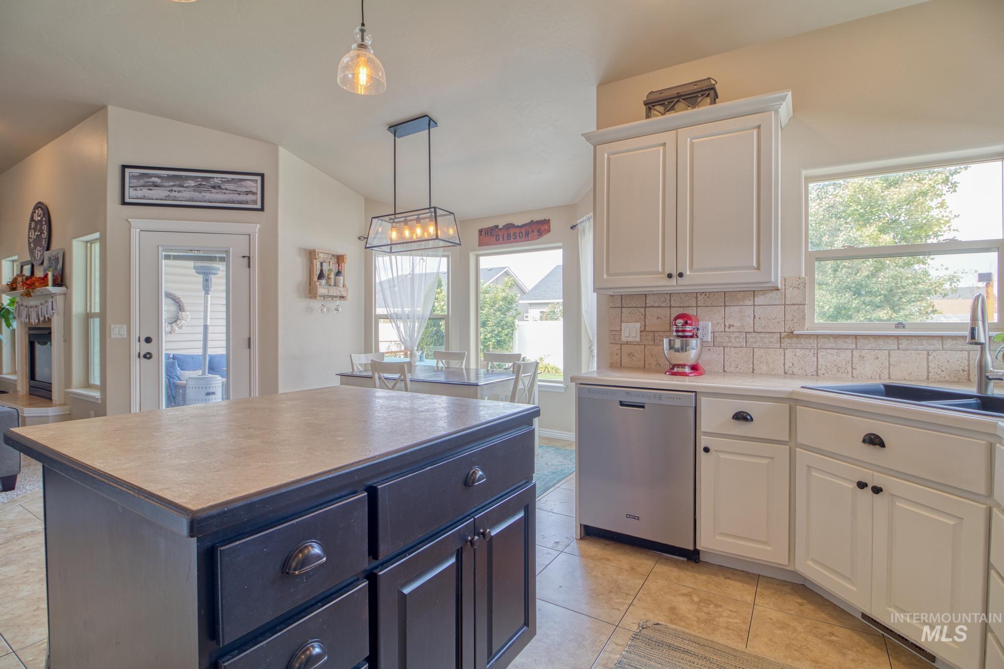1040 Kelly Avenue Property Photo 17