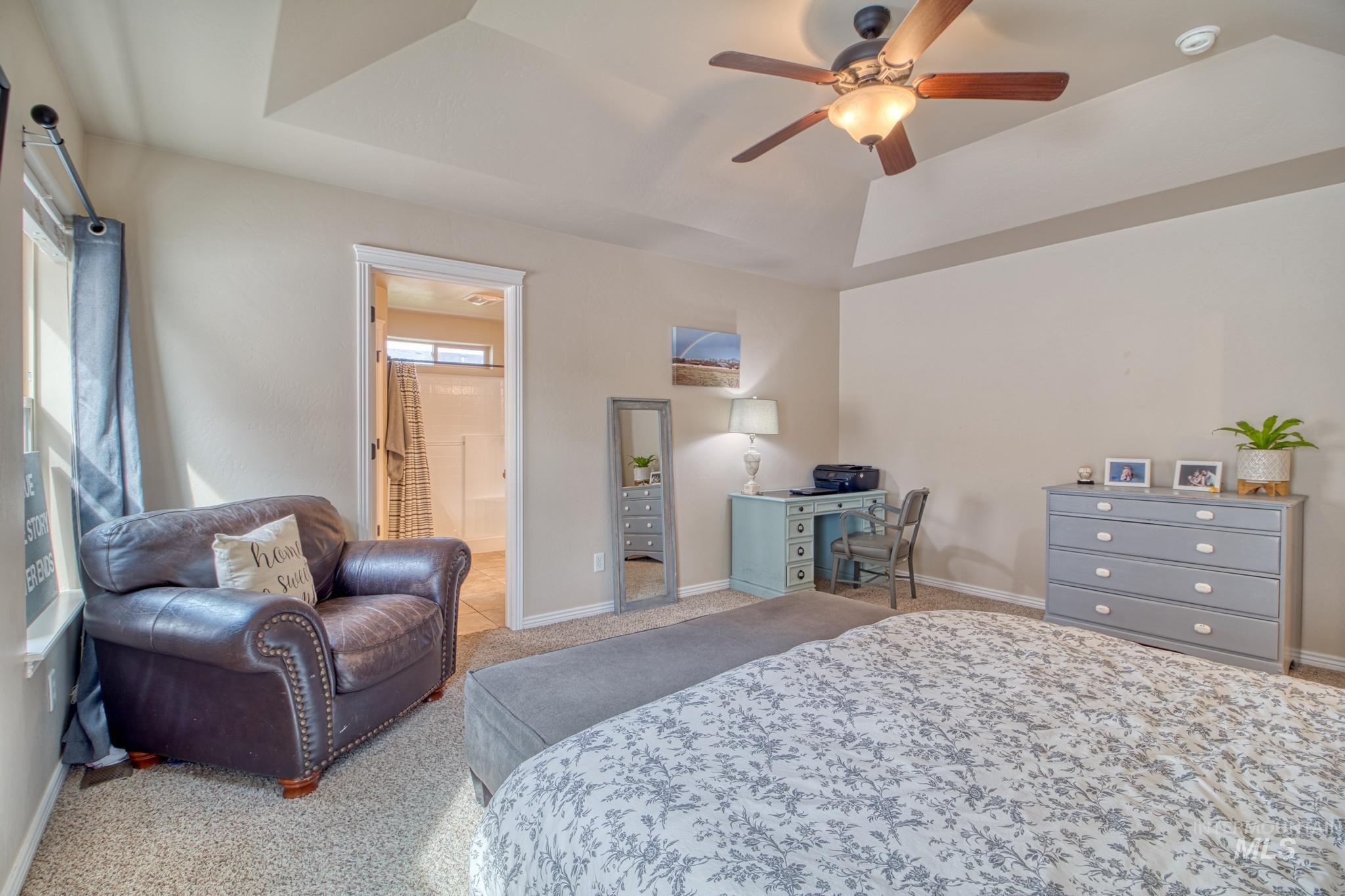 1040 Kelly Avenue Property Photo 19