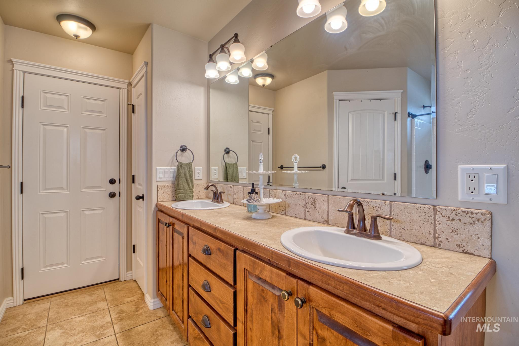 1040 Kelly Avenue Property Photo 20