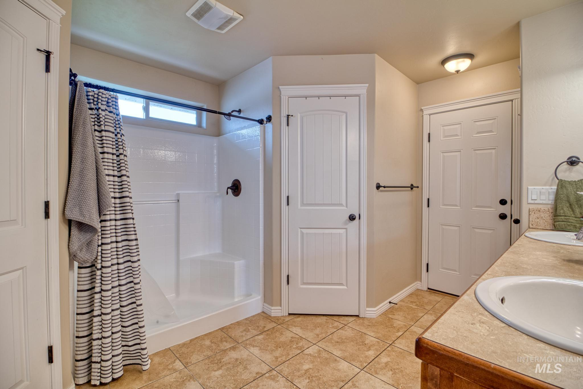 1040 Kelly Avenue Property Photo 21
