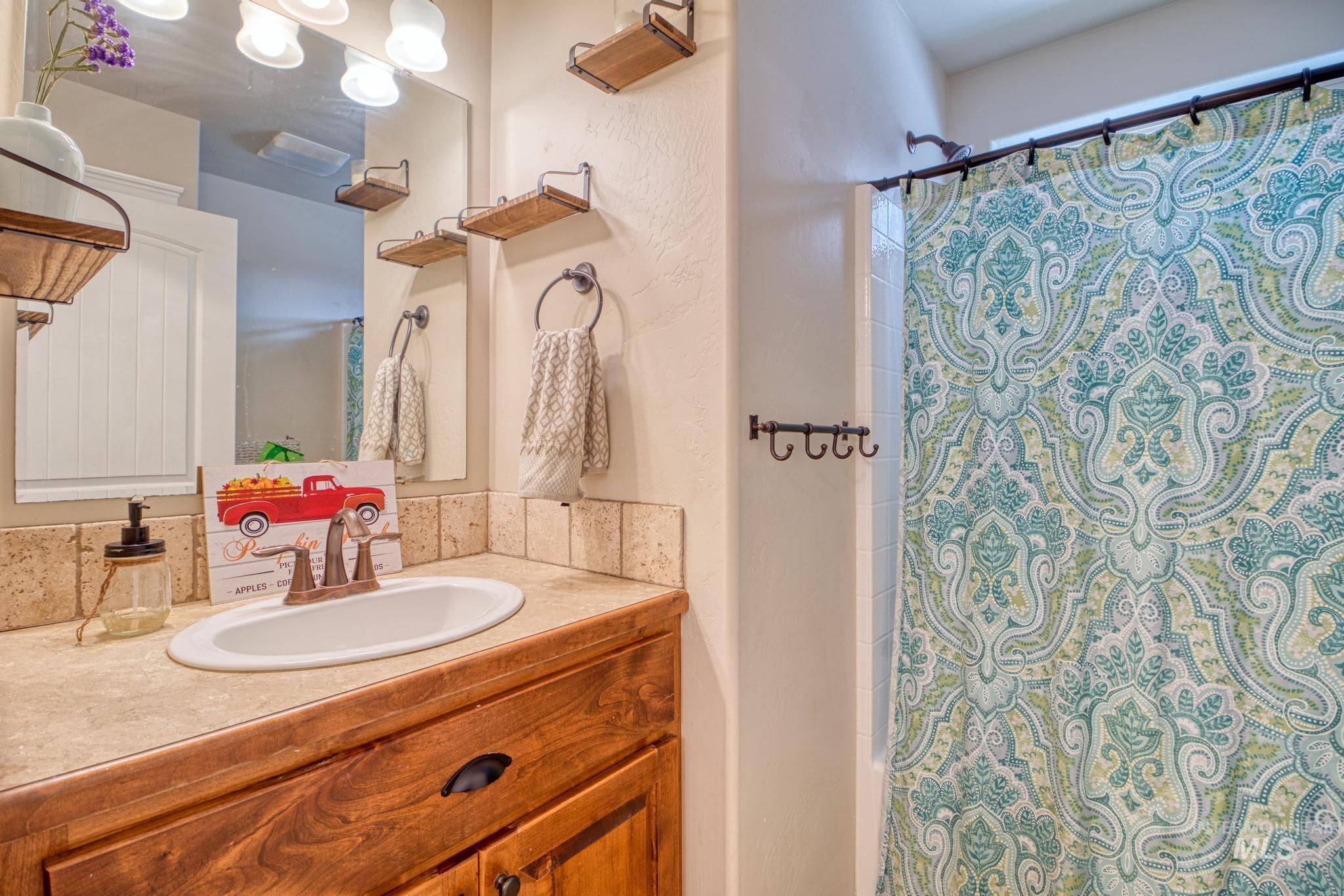 1040 Kelly Avenue Property Photo 24
