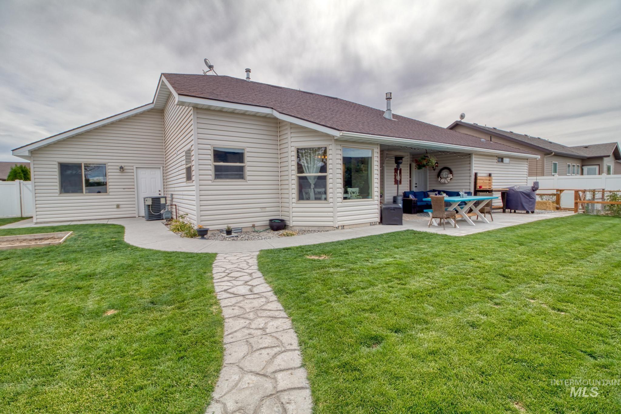 1040 Kelly Avenue Property Photo 28