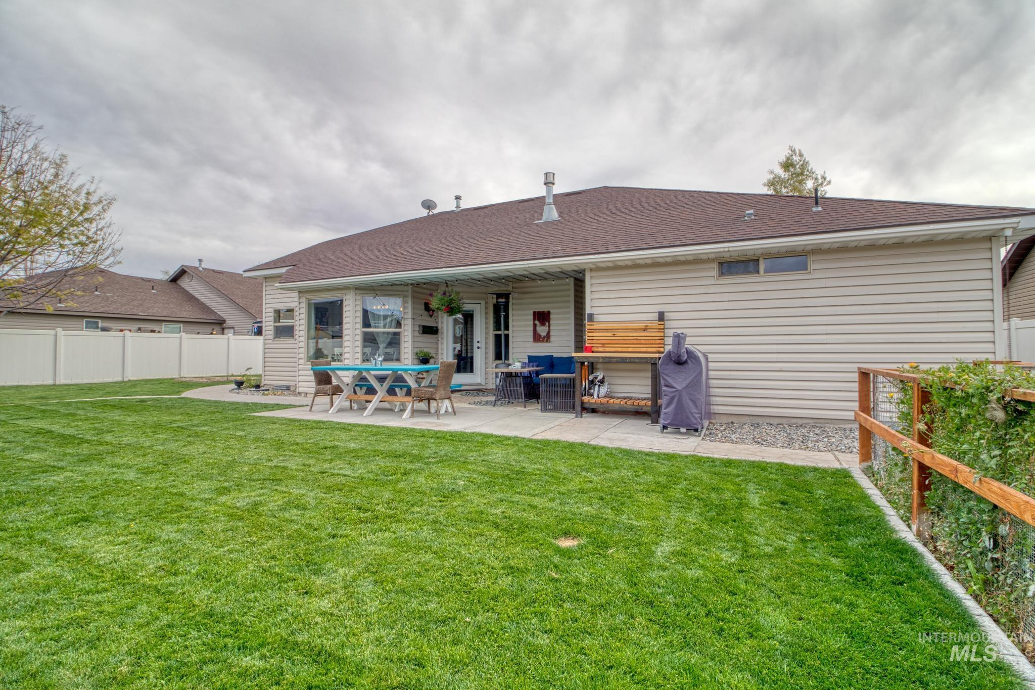 1040 Kelly Avenue Property Photo 29