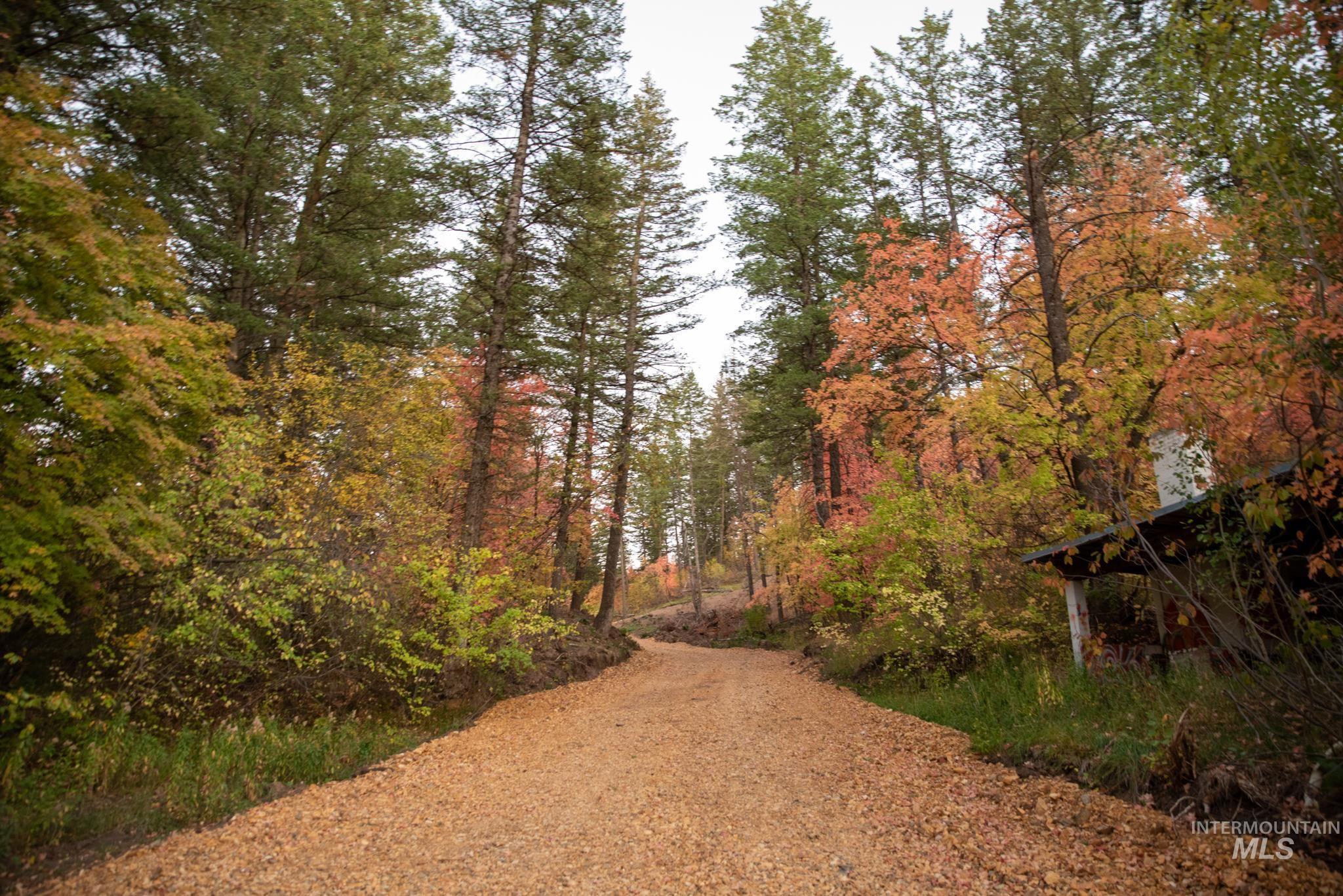 7060 N Beehive Road Property Photo