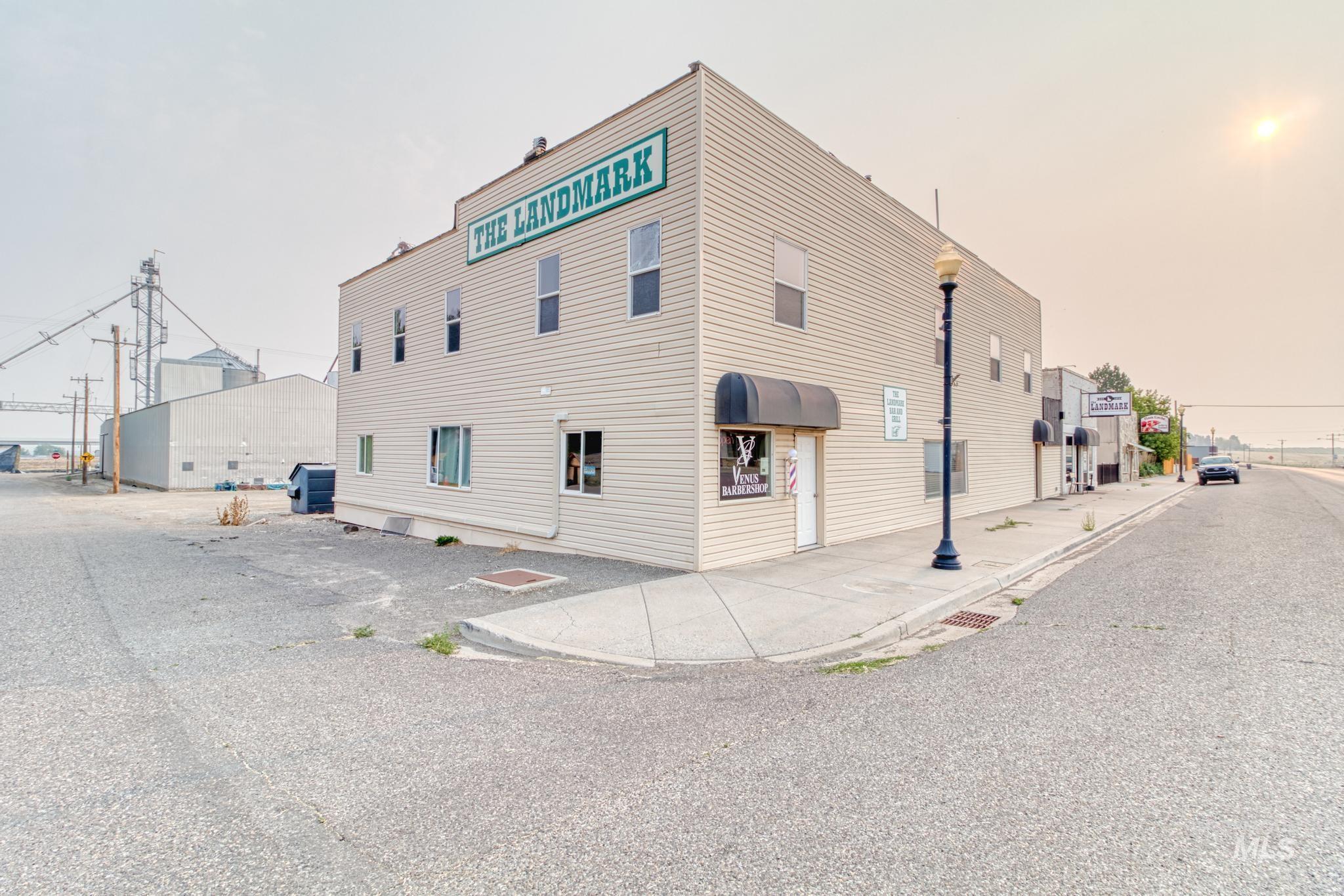 305 Main St Property Photo