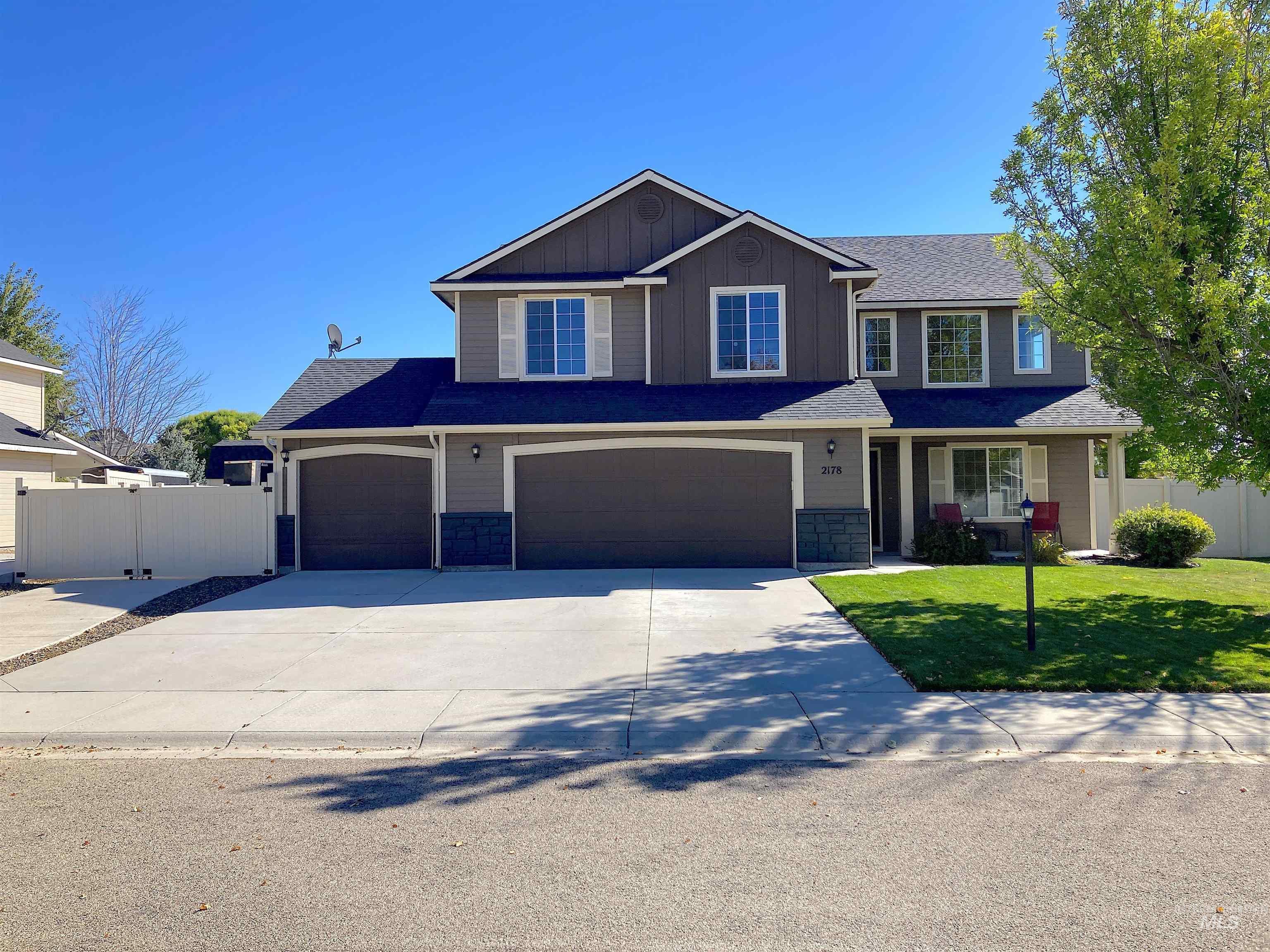 2178 N Maroon Ave Property Photo