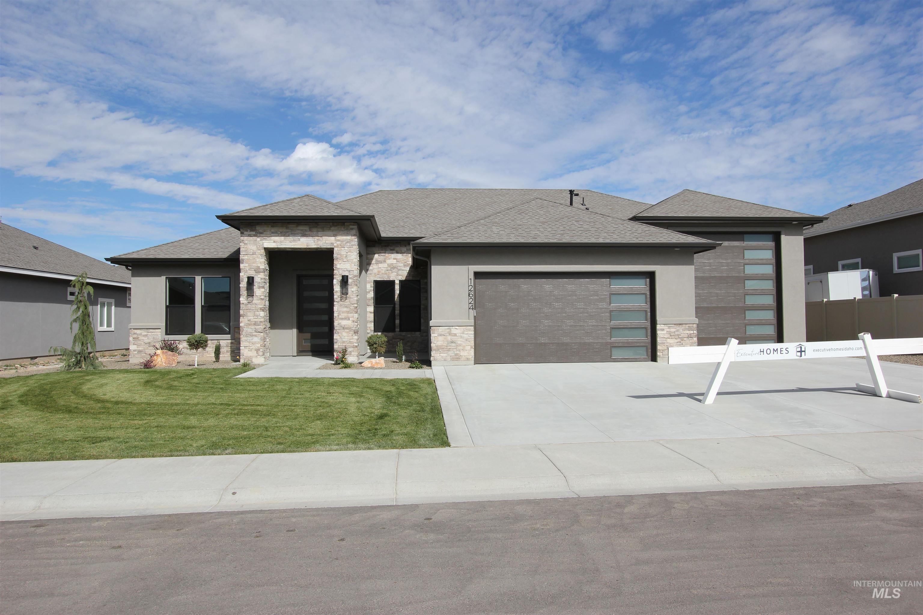12624 W Superior Street Property Photo