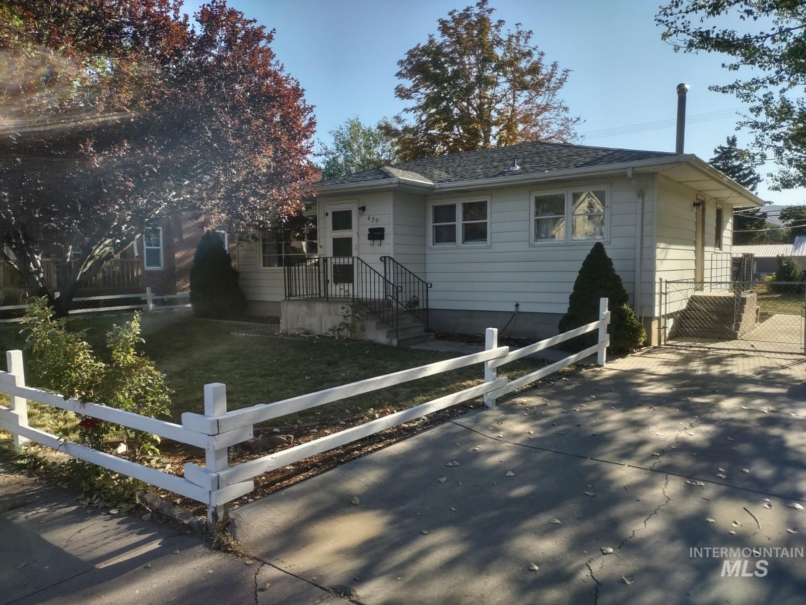 629 N 12th Avenue Property Photo