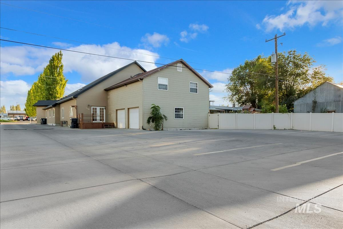 622 Center Street Property Photo