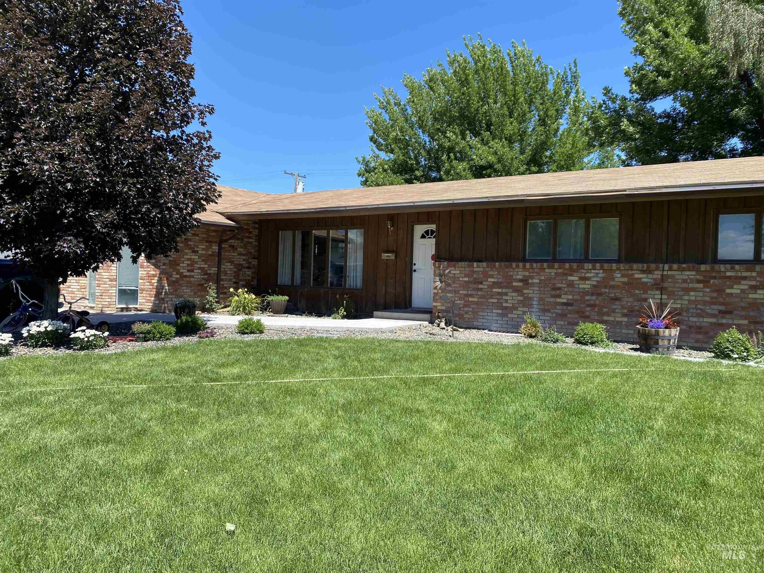 744 Fairmont St Property Photo