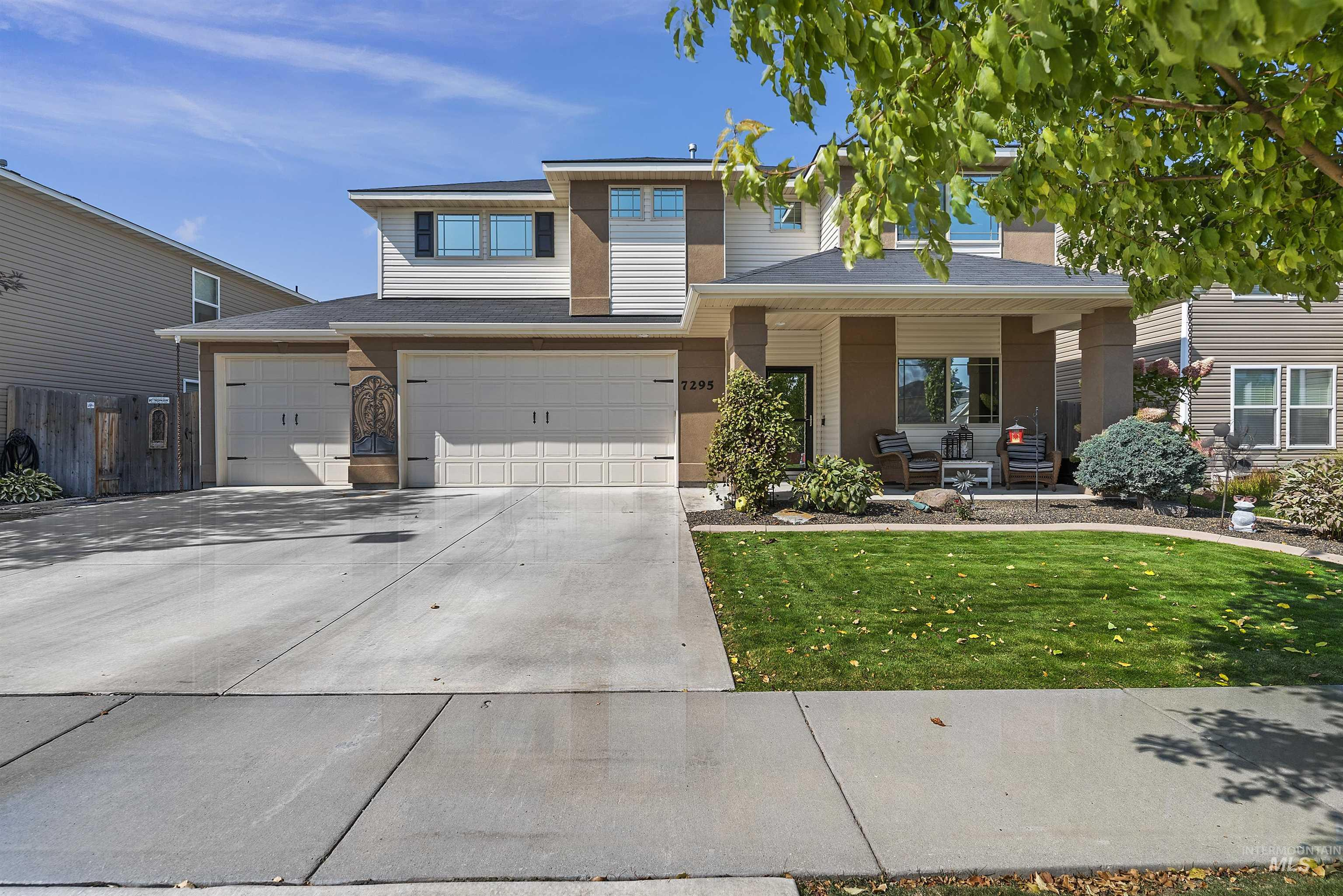 7295 S Acacia Ave. Property Photo