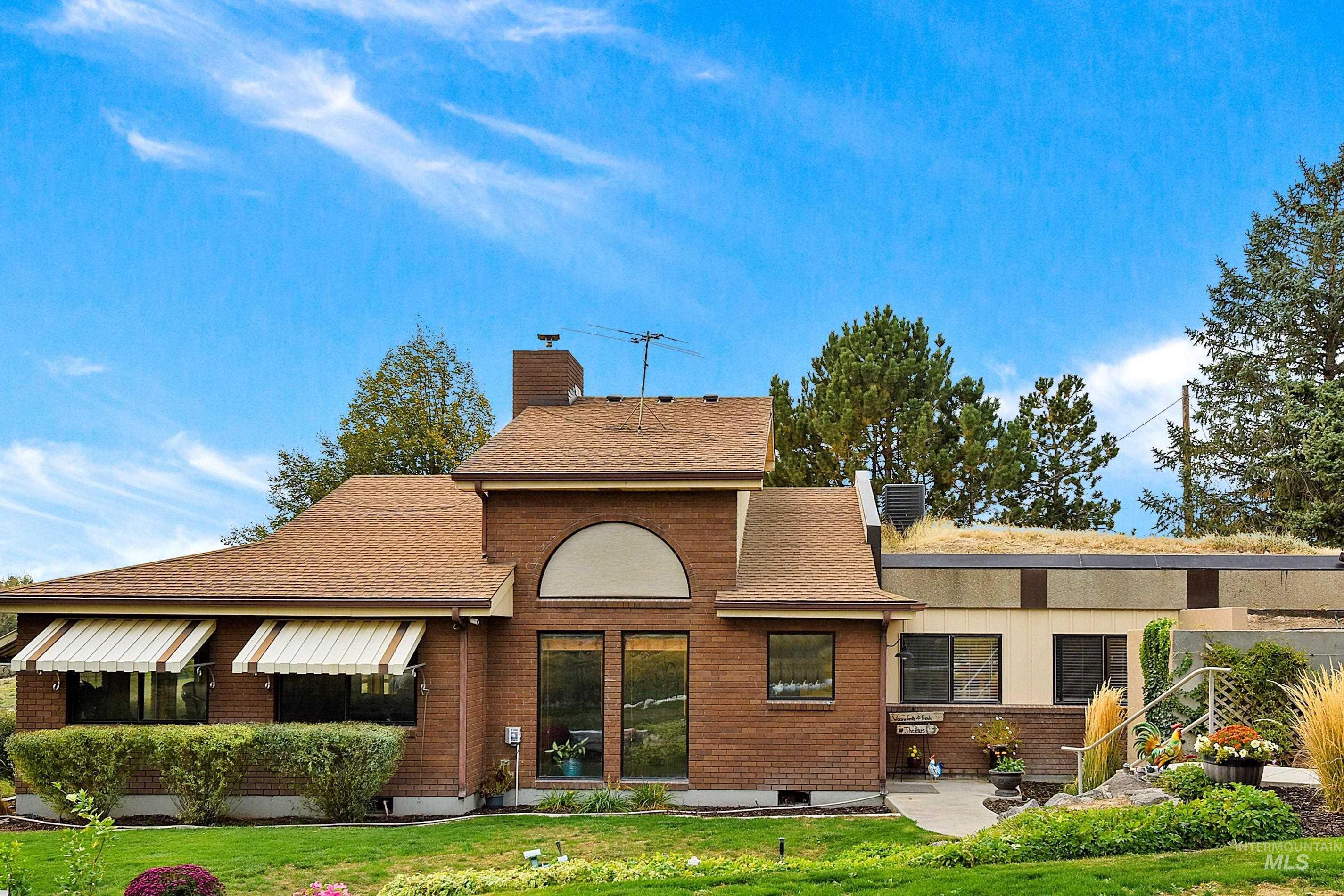 5867 W Columbia Rd Property Photo 1