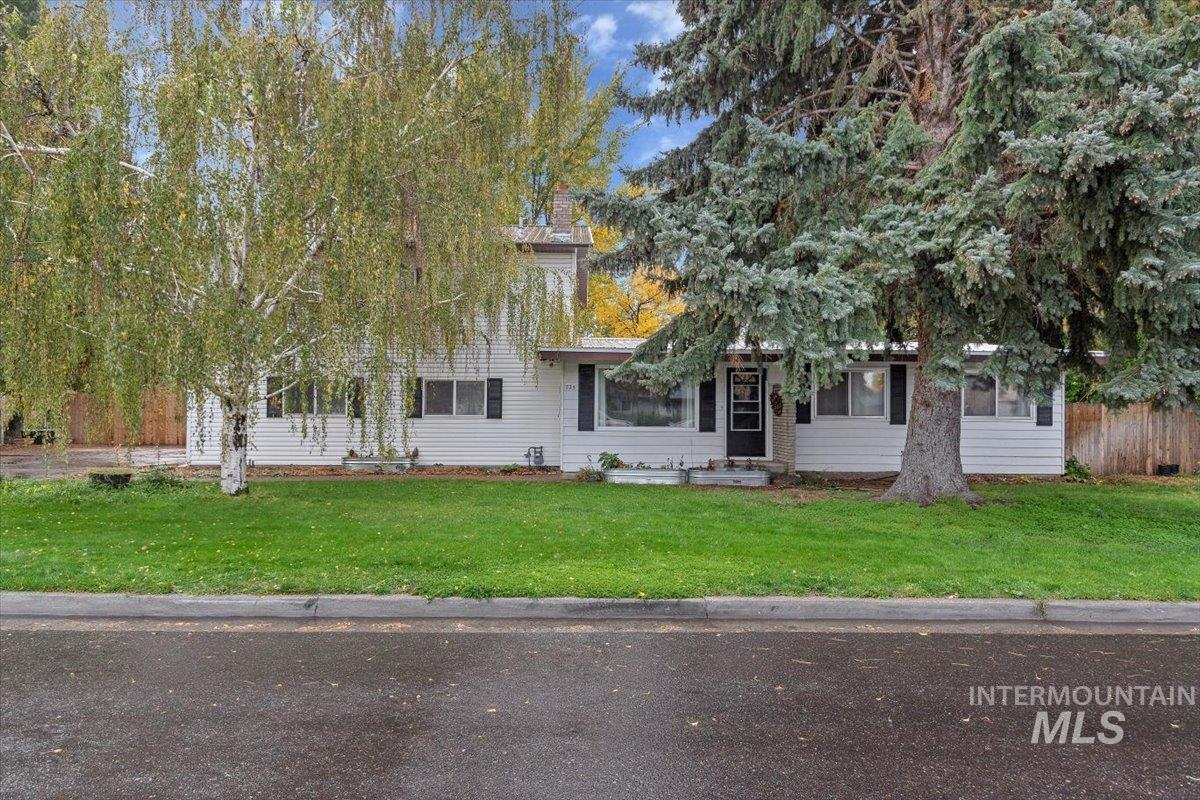 725 E 16th Ave Property Photo