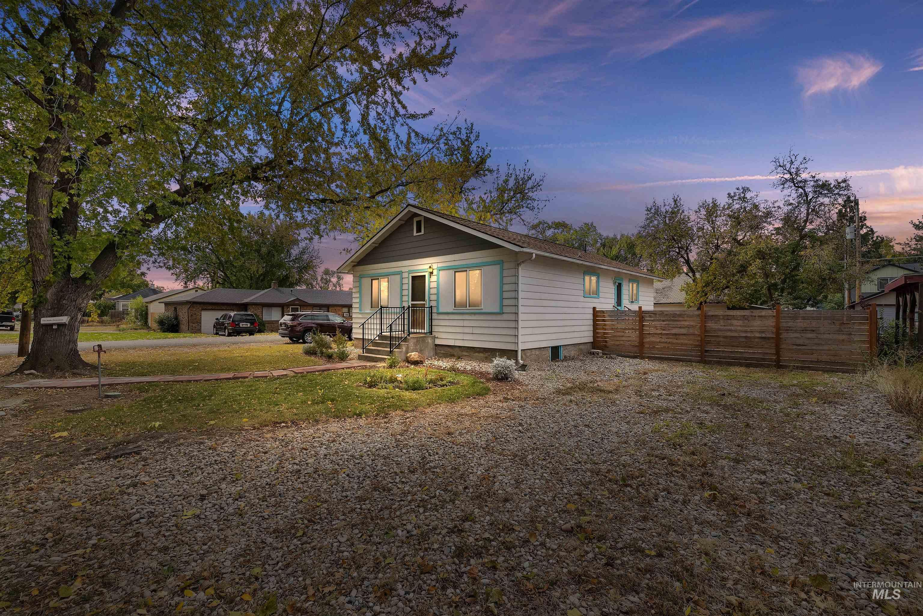 1827 S Gourley Street Property Photo