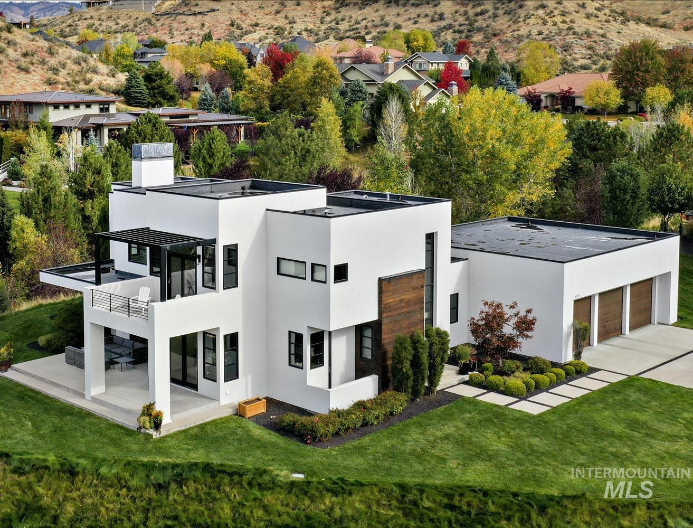 604 E Clubview Drive Property Photo 1