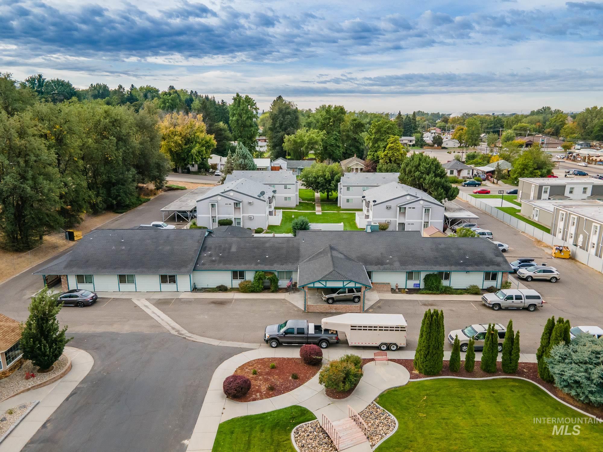 1713 Center Ave Property Photo