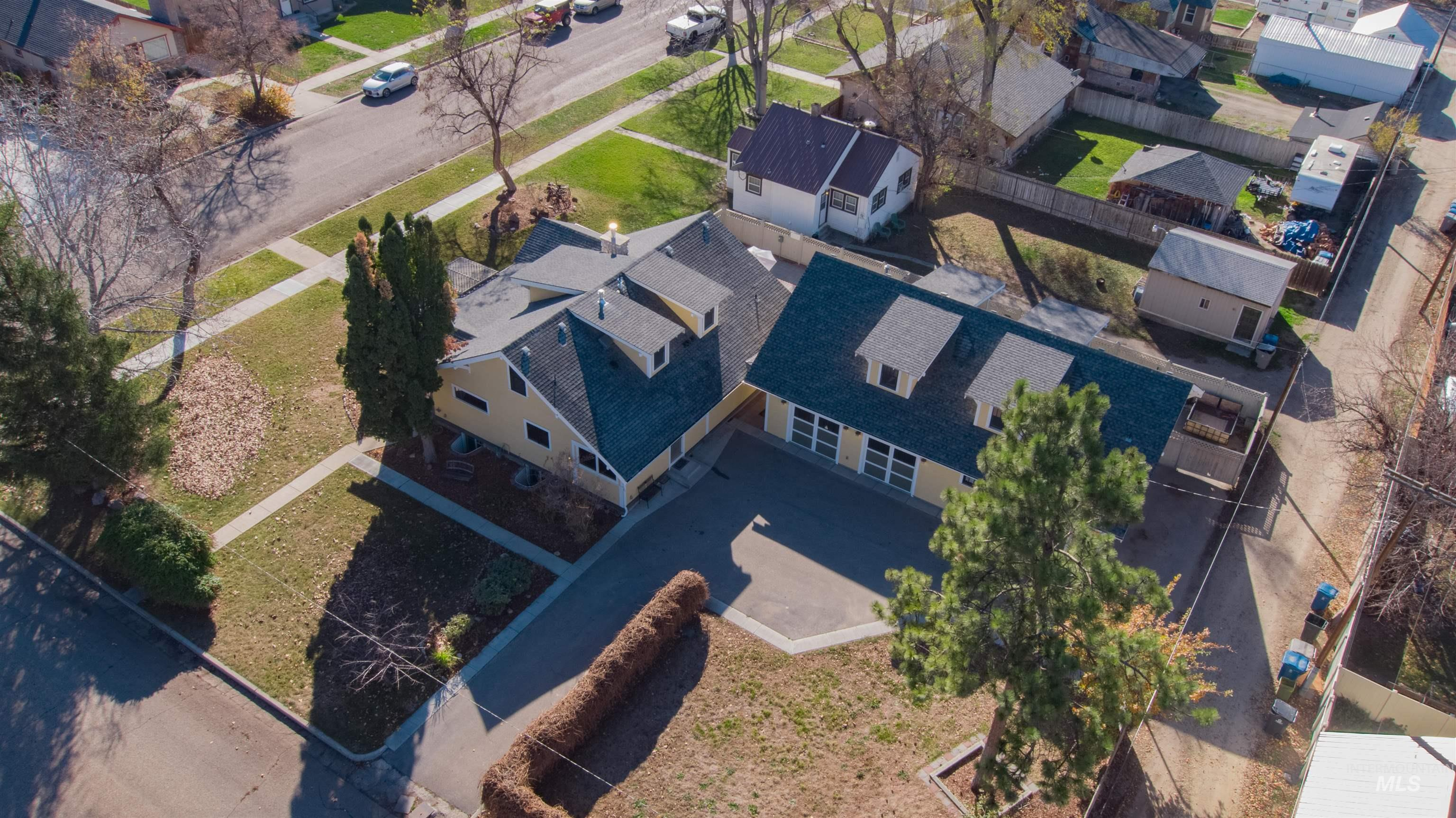 1003 S 14th Ave Property Photo