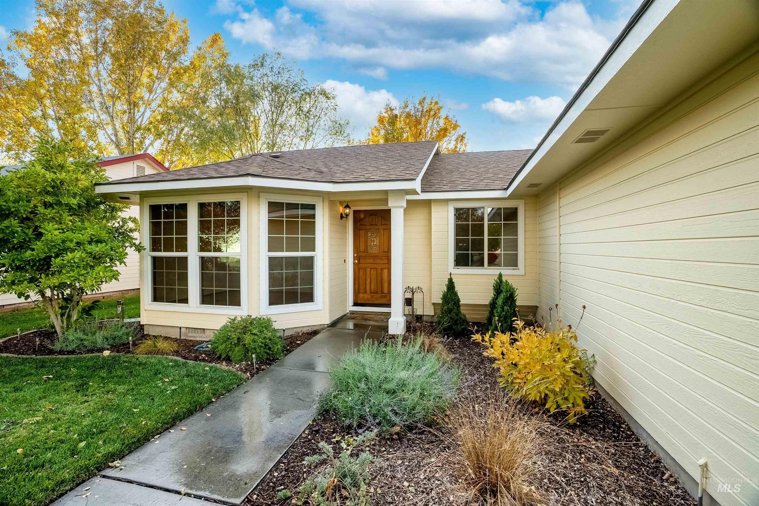 1201 E Oakridge Drive Property Photo