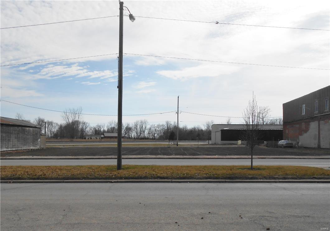 17 E Broadway Street Property Photo - Witt, IL real estate listing