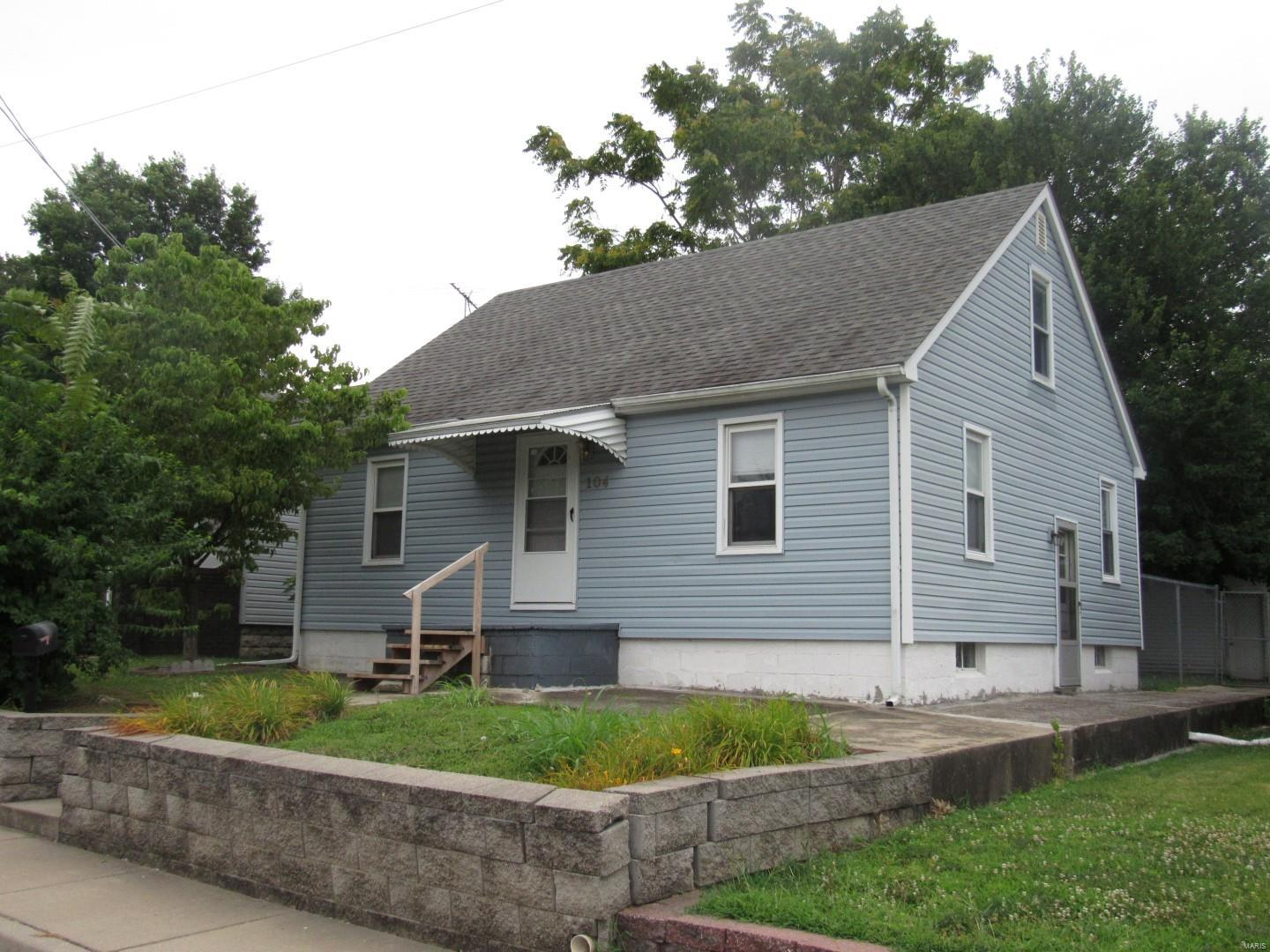 104 W 3rd Street Property Photo - Hartford, IL real estate listing