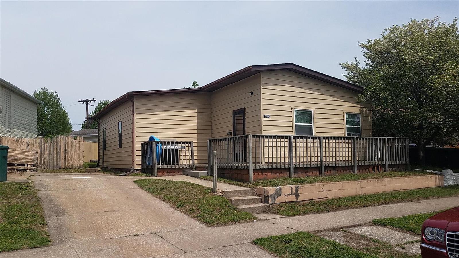 1707 Edwardsville Property Photo - Madison, IL real estate listing