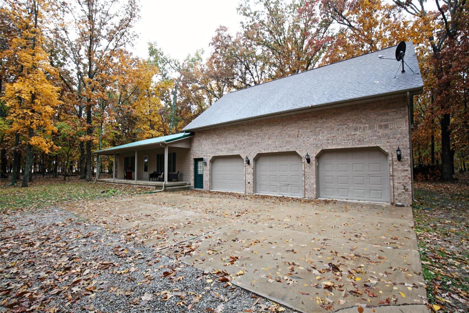 1219 E. 1400 Avenue Property Photo - Vandalia, IL real estate listing