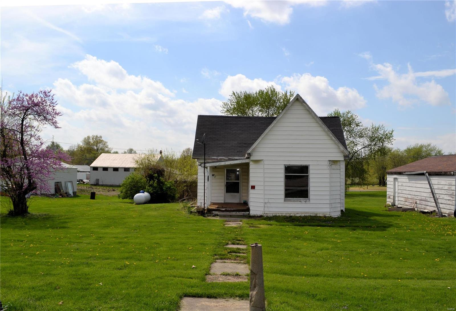 606 N Washington Drive Property Photo - Shelbyville, MO real estate listing