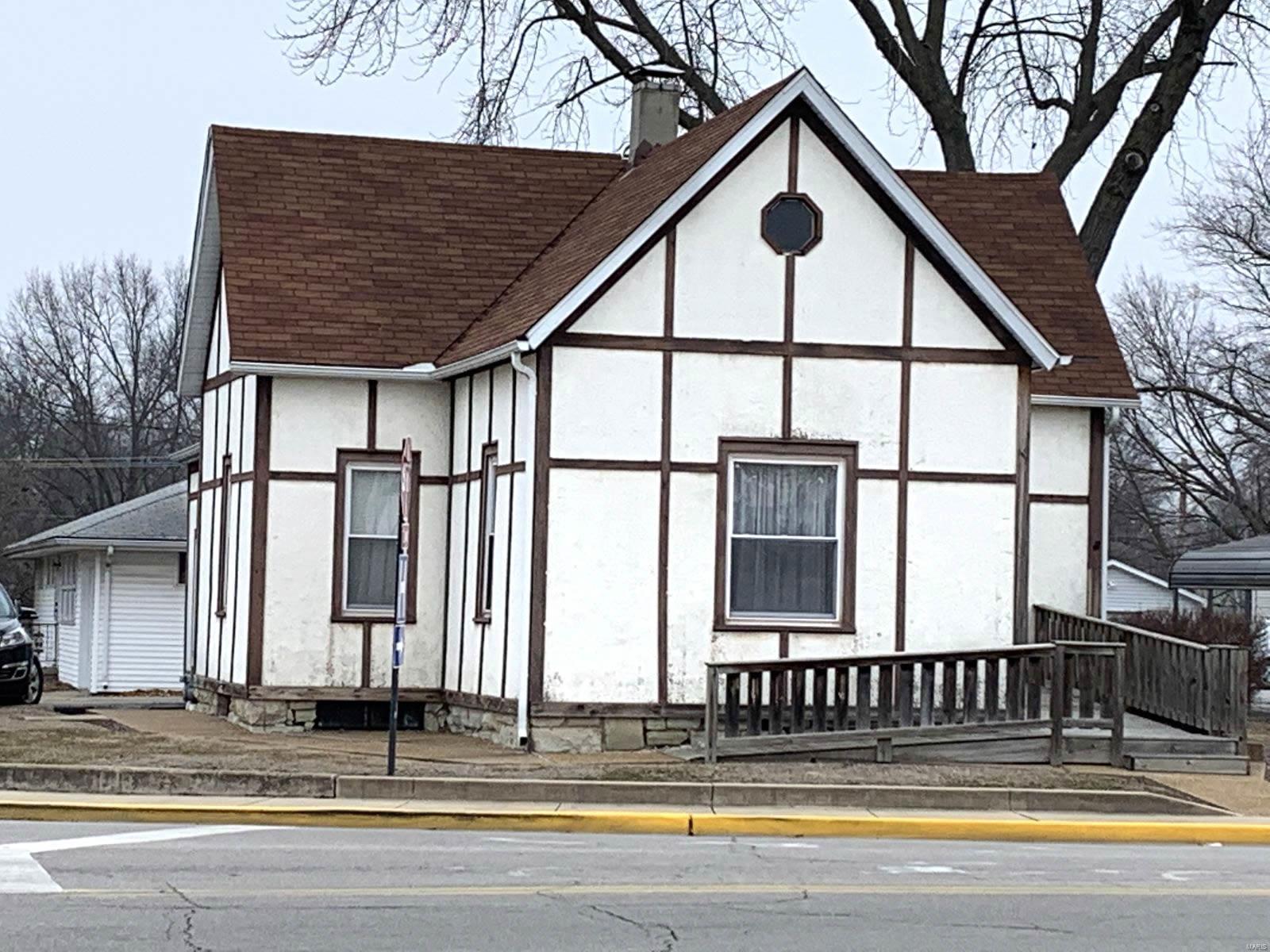 425 W Main Street Property Photo - Staunton, IL real estate listing