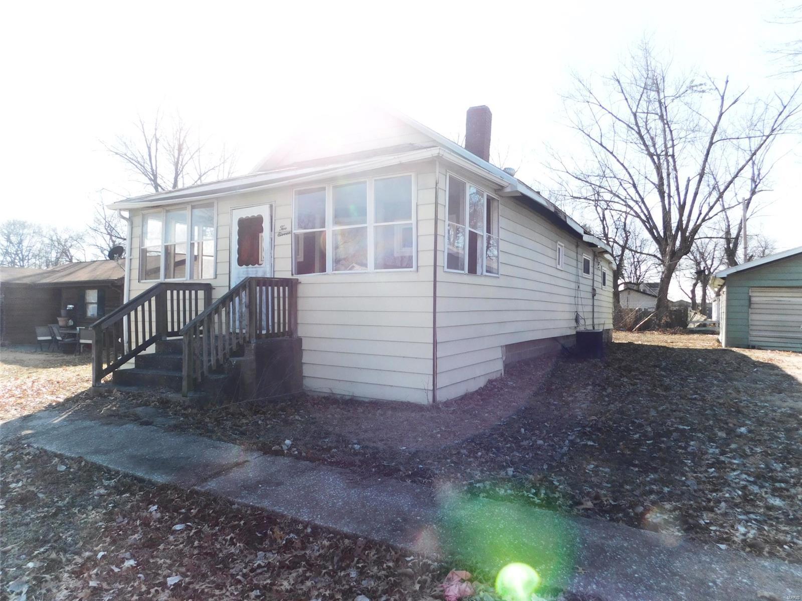 211 Poag Avenue Property Photo - South Roxana, IL real estate listing
